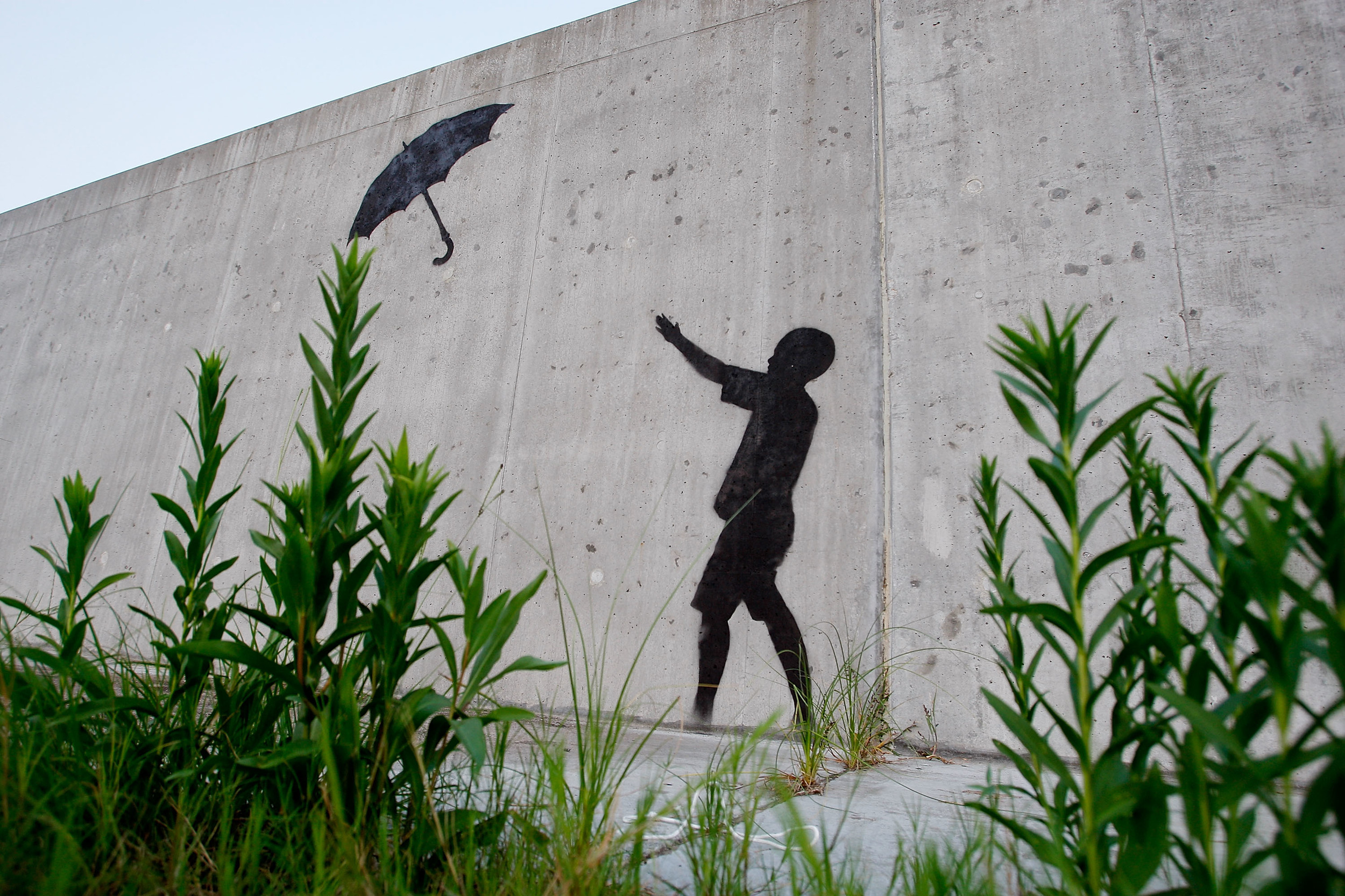 Neighbors foil attempt to steal wall banksy mural for Banksy mural sold
