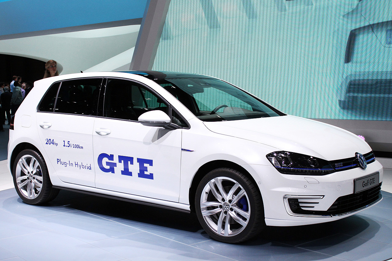 volkswagen golf gte geneva 2014 photo gallery autoblog. Black Bedroom Furniture Sets. Home Design Ideas