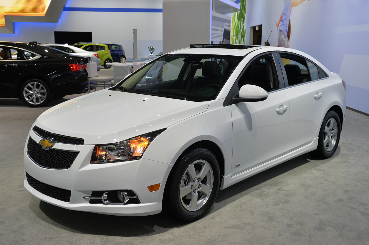 2015 chevrolet cruze lt new york 2014 photo gallery autoblog. Black Bedroom Furniture Sets. Home Design Ideas