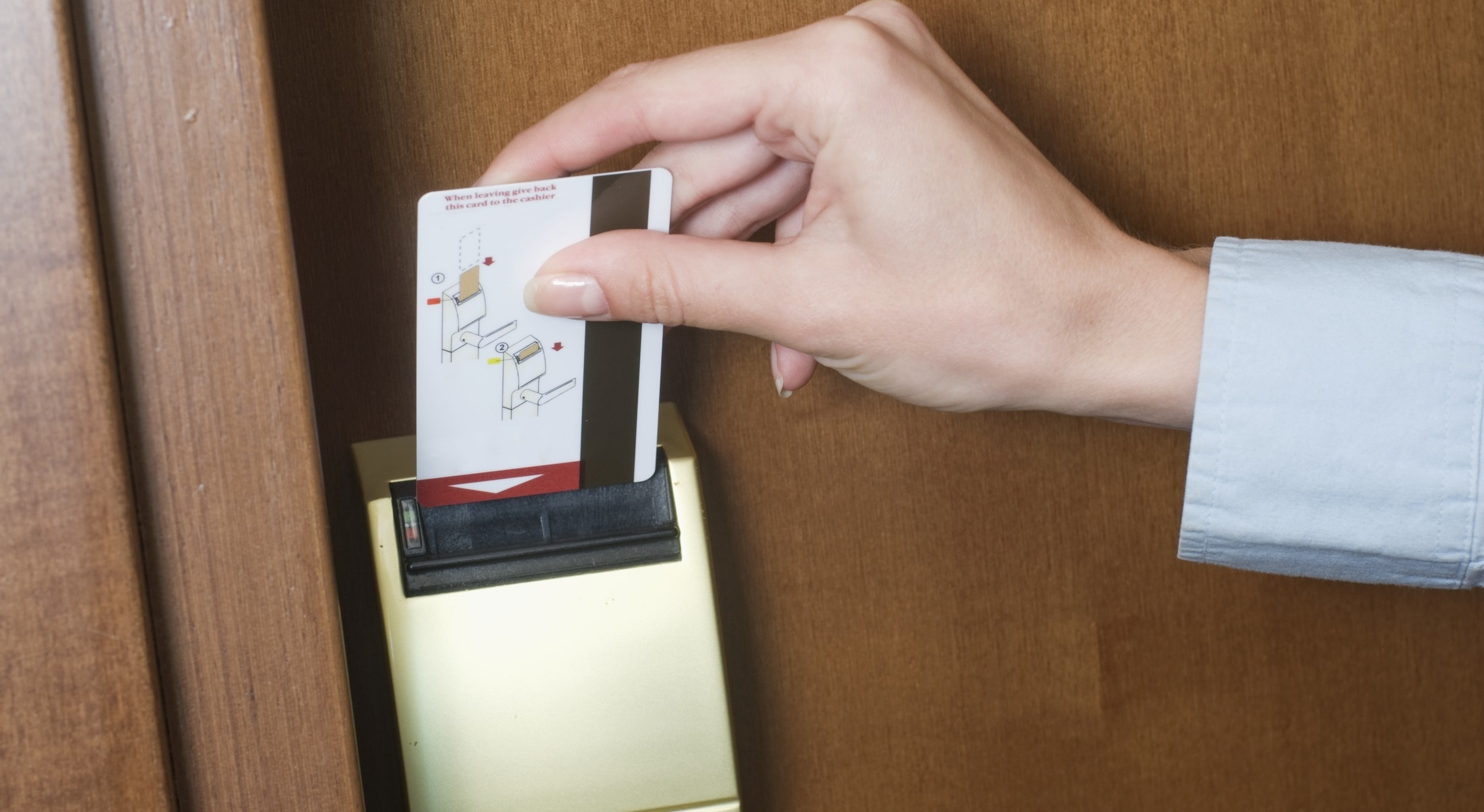 How Hotel Room Key Cards Work