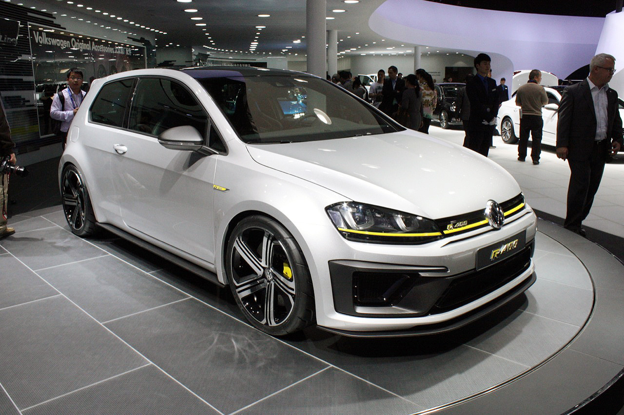 yellow or red stripe on front bumper for golf 7r vw golf r mk7 chat vw r owners club. Black Bedroom Furniture Sets. Home Design Ideas
