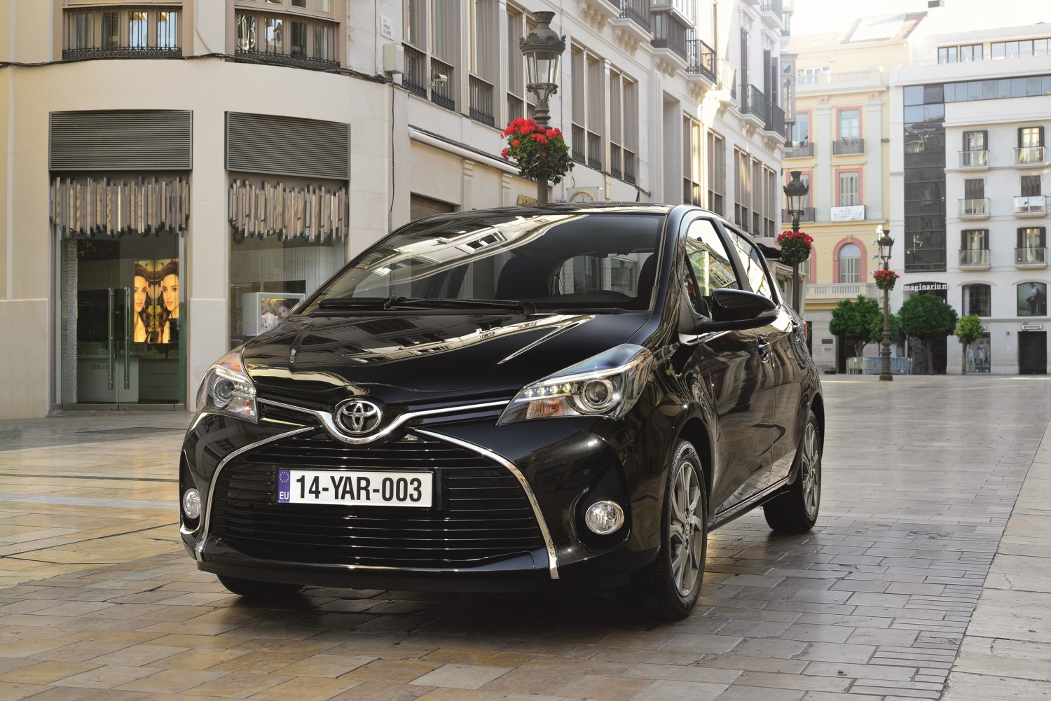 toyota yaris e yaris hybrid facelift 2014 toyota. Black Bedroom Furniture Sets. Home Design Ideas
