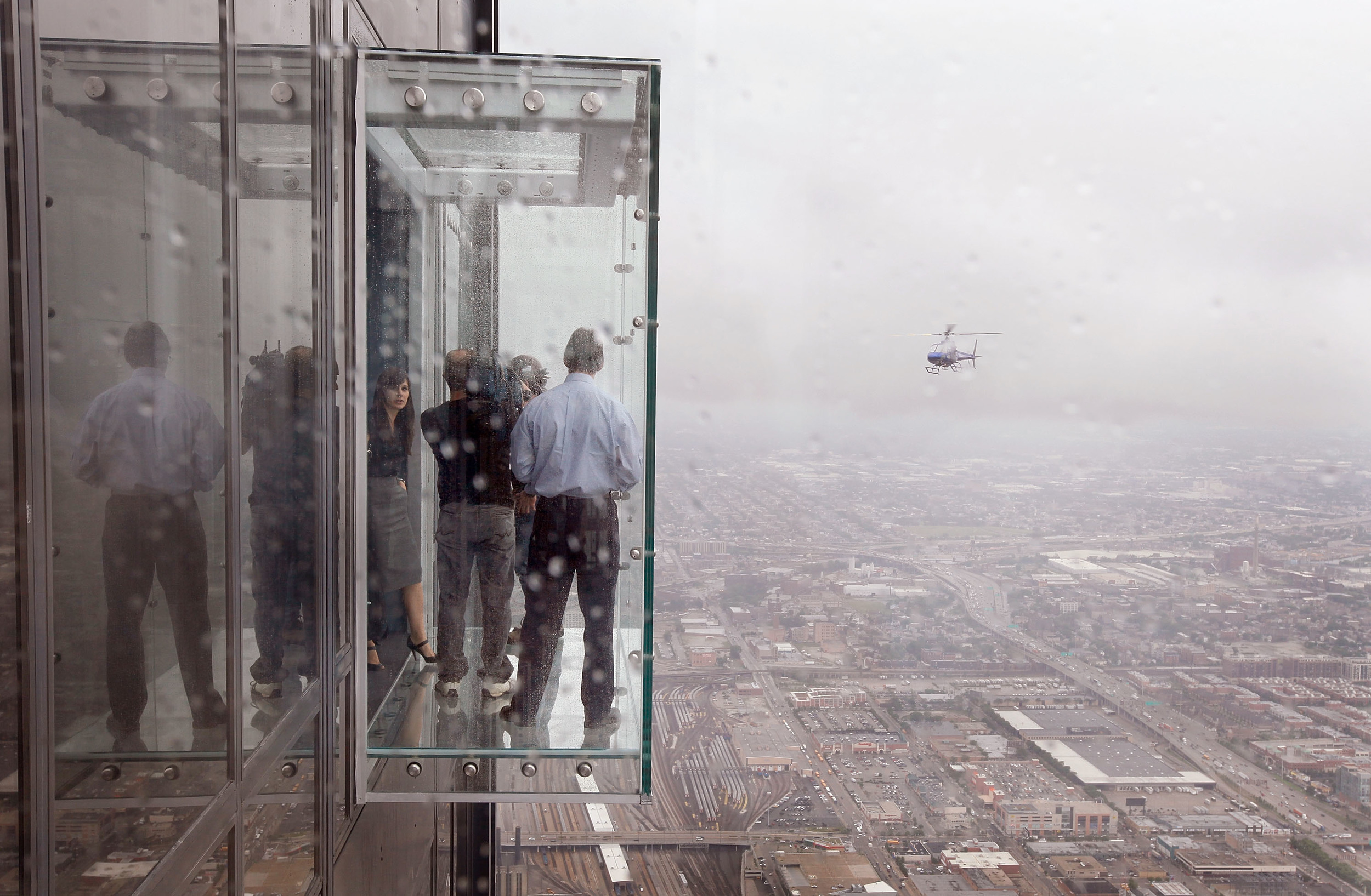 Protective coating on willis tower ledge cracks under for How many floors are in the sears tower
