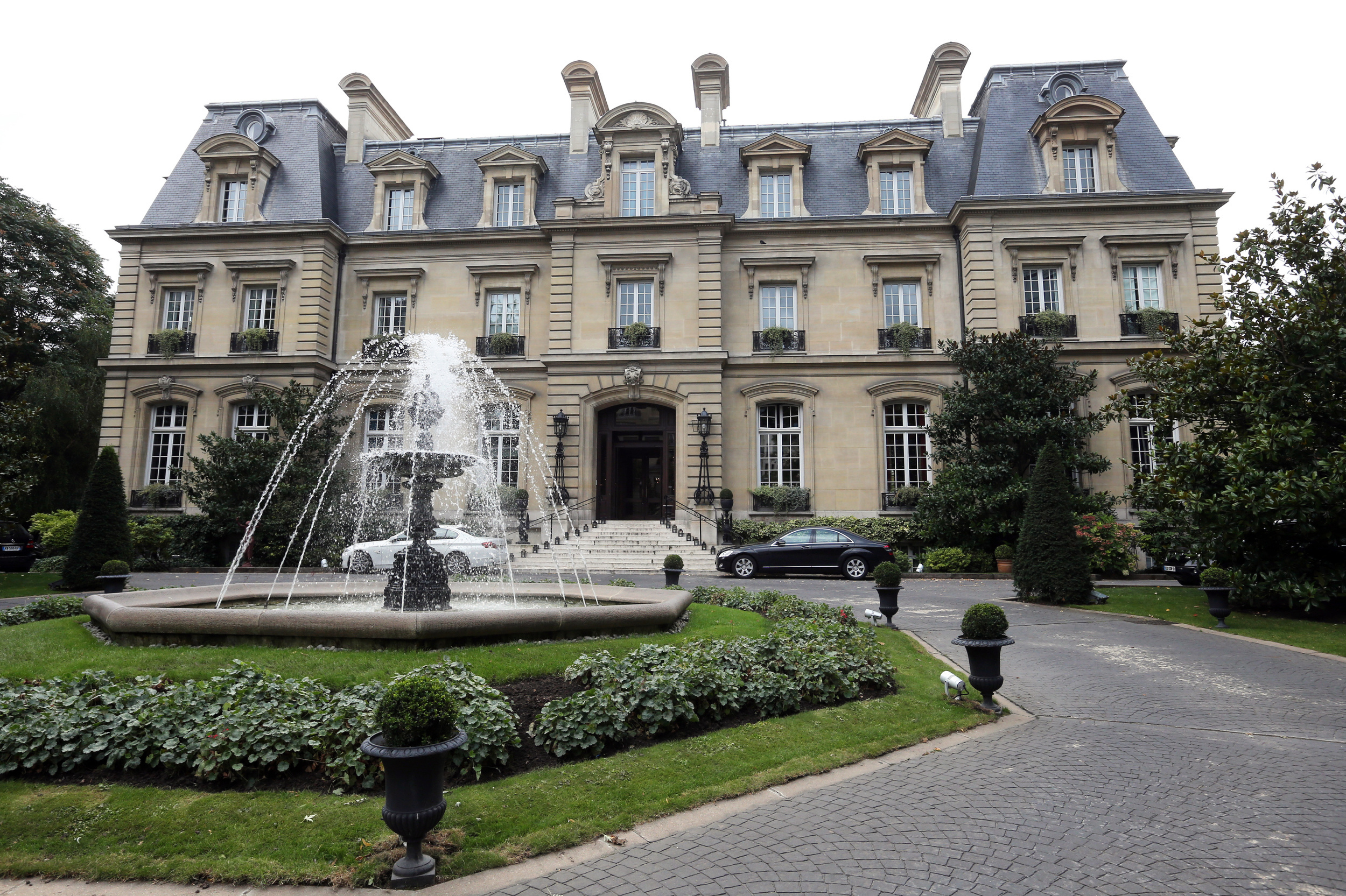 The best paris hotels where to stay in paris aol travel uk for Chateau hotel paris
