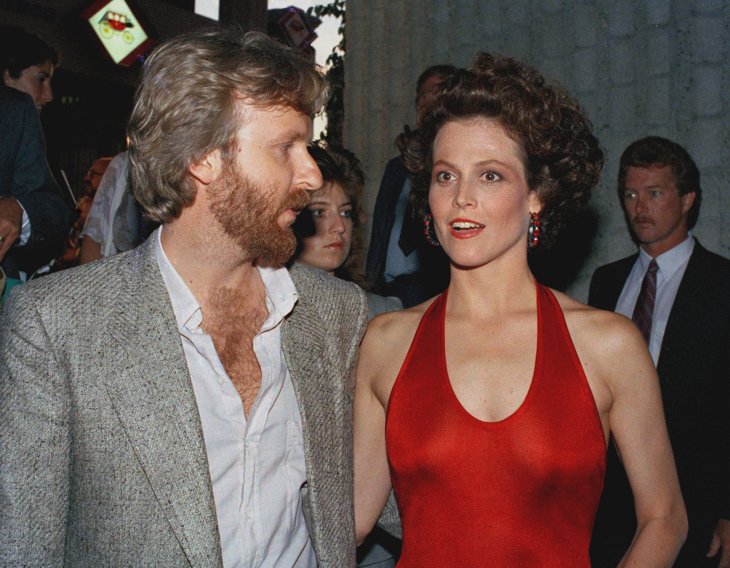 sigourney dating Sigourney weaver and her role in alien represented what today is known as the strong, modern and independent women how would it be to date a woman like her.