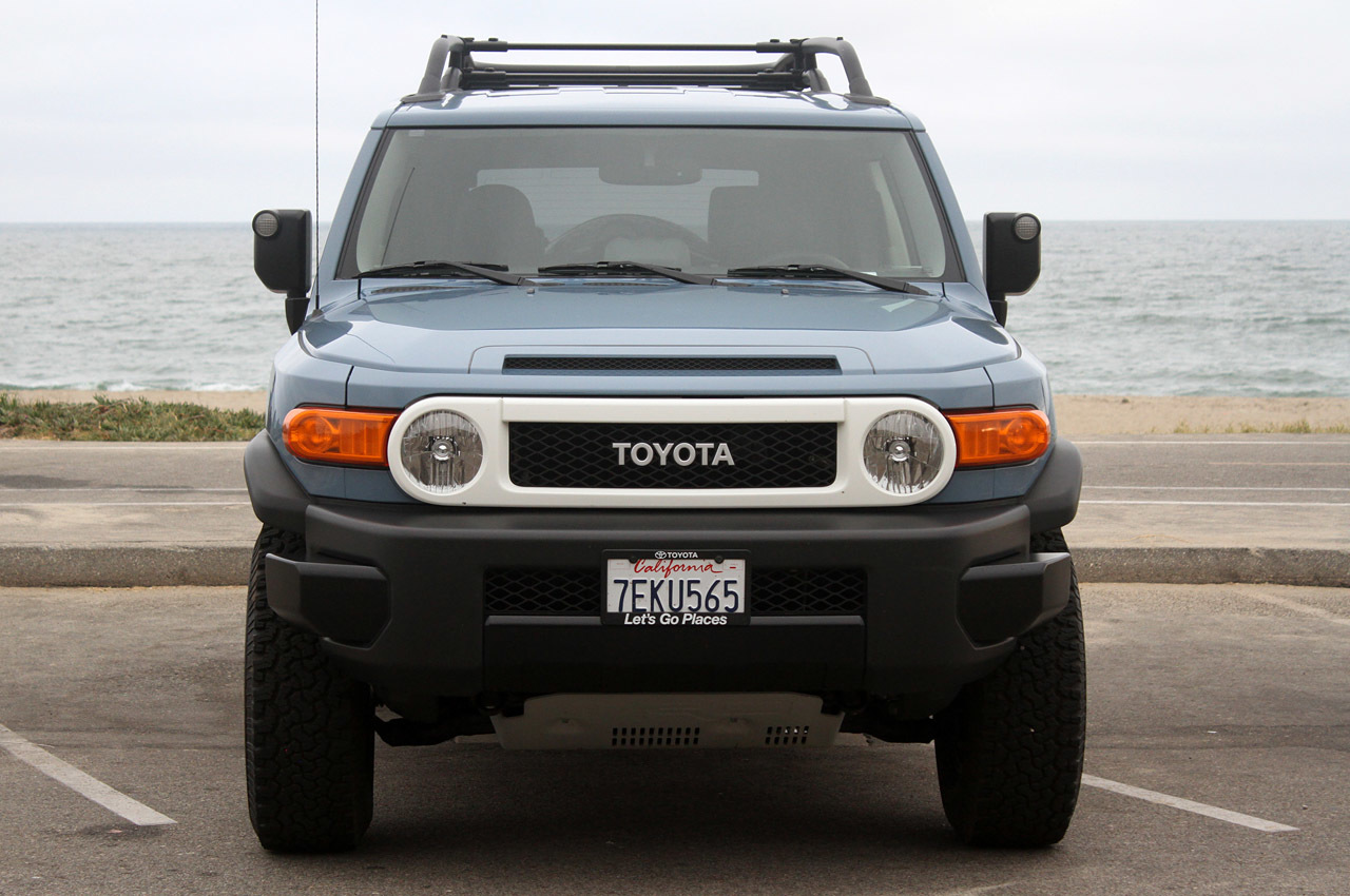 2014 toyota fj cruiser ultimate edition quick spin photo gallery. Black Bedroom Furniture Sets. Home Design Ideas