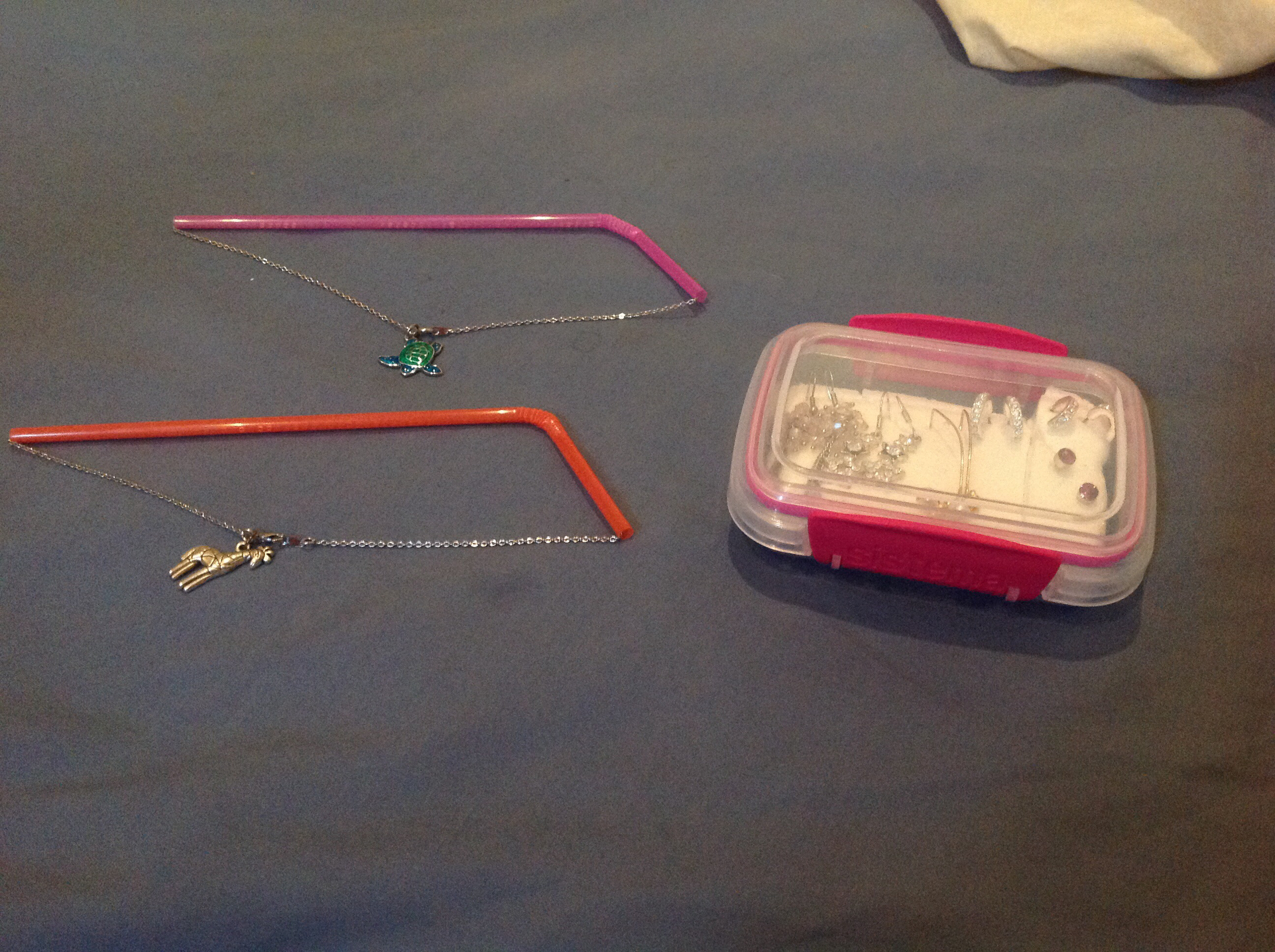 Use Straws To Prevent Jewelry From Tangling