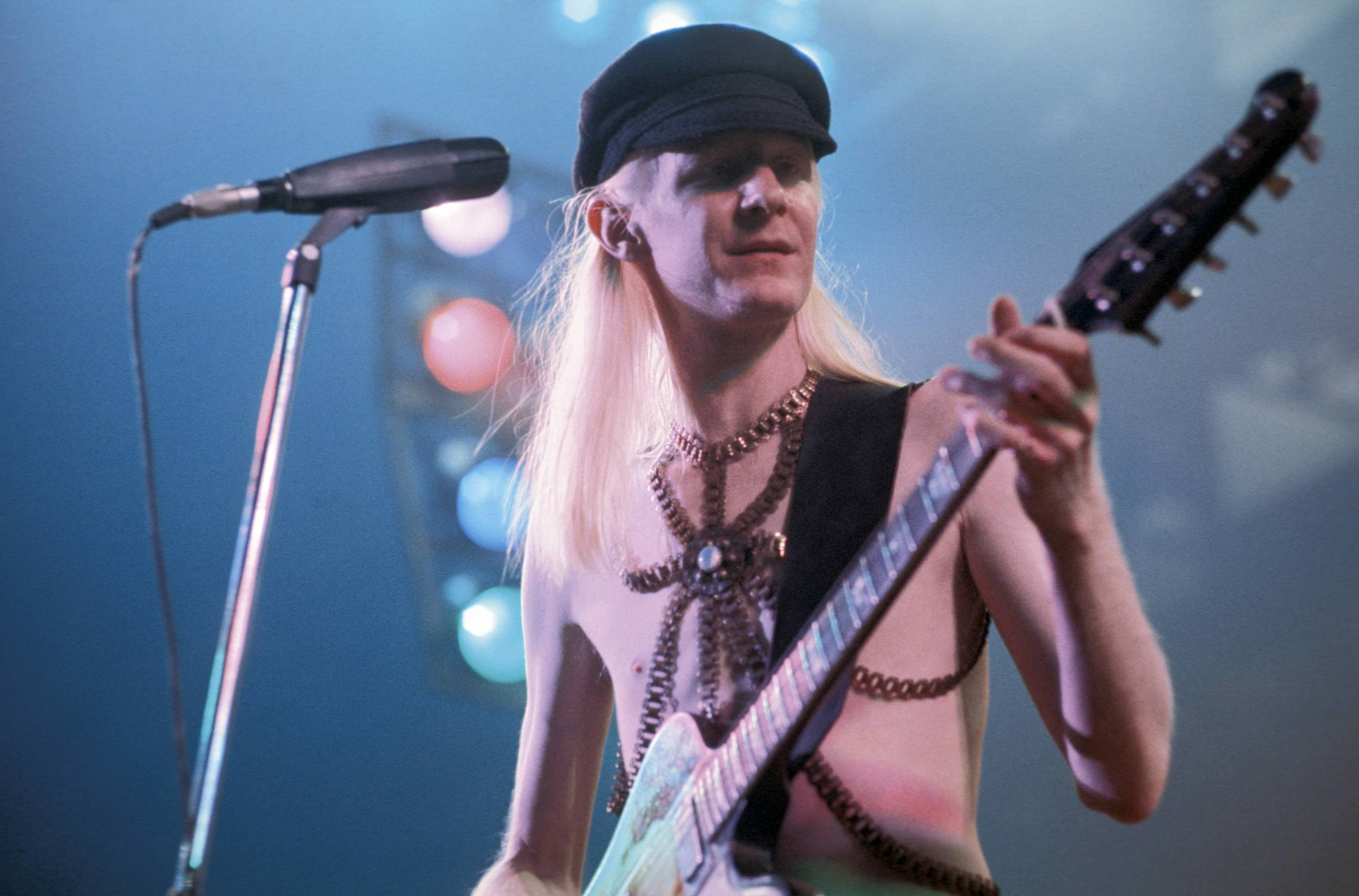 Blues Legend Johnny Winter Dies At 70 In Zurich Aol Com