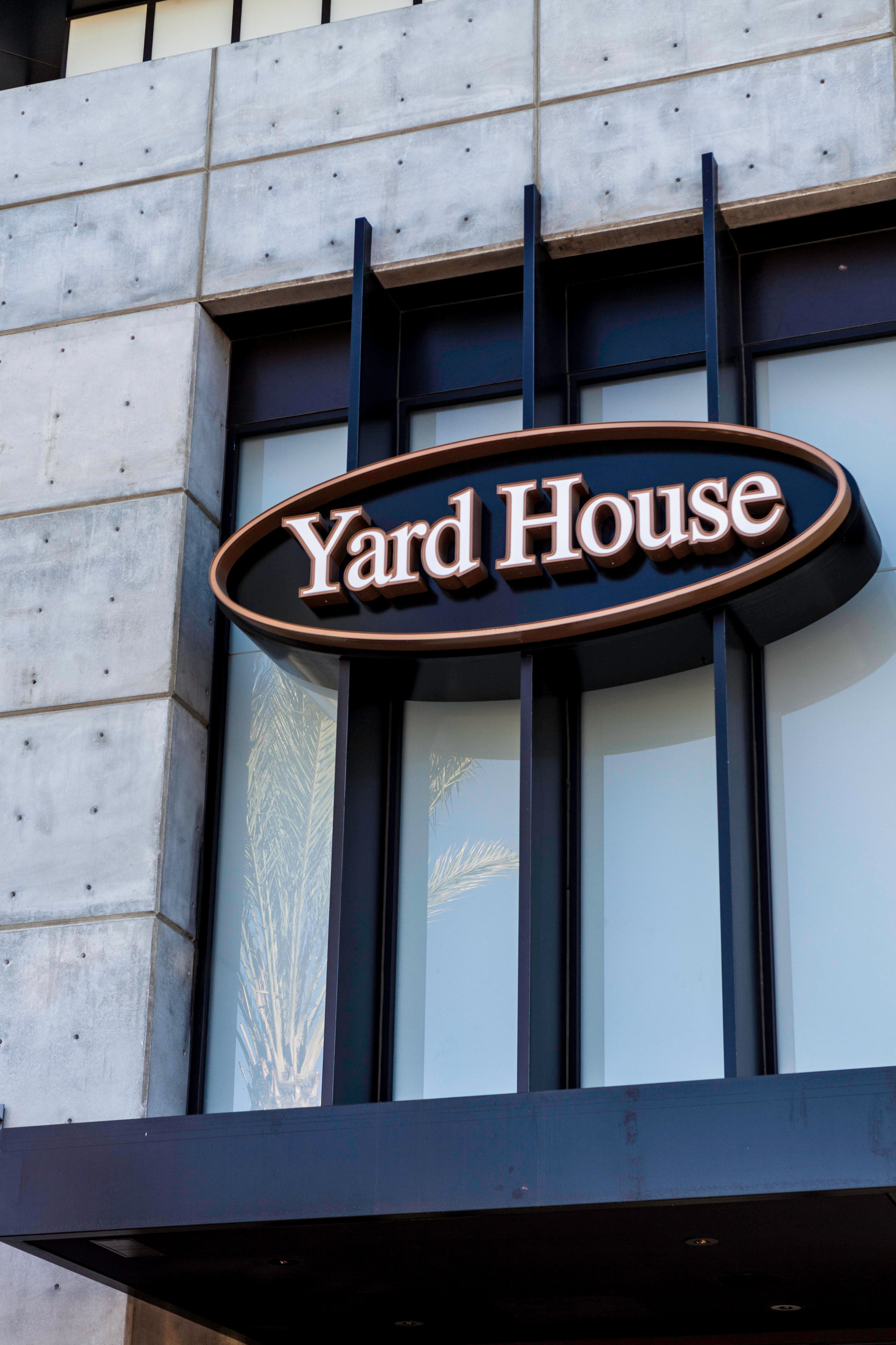 Backyard House Restaurant : Yard House Restaurant in Northridge California