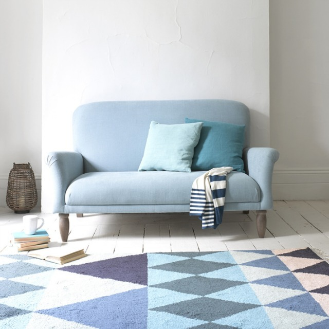 31 brave small settees for small rooms