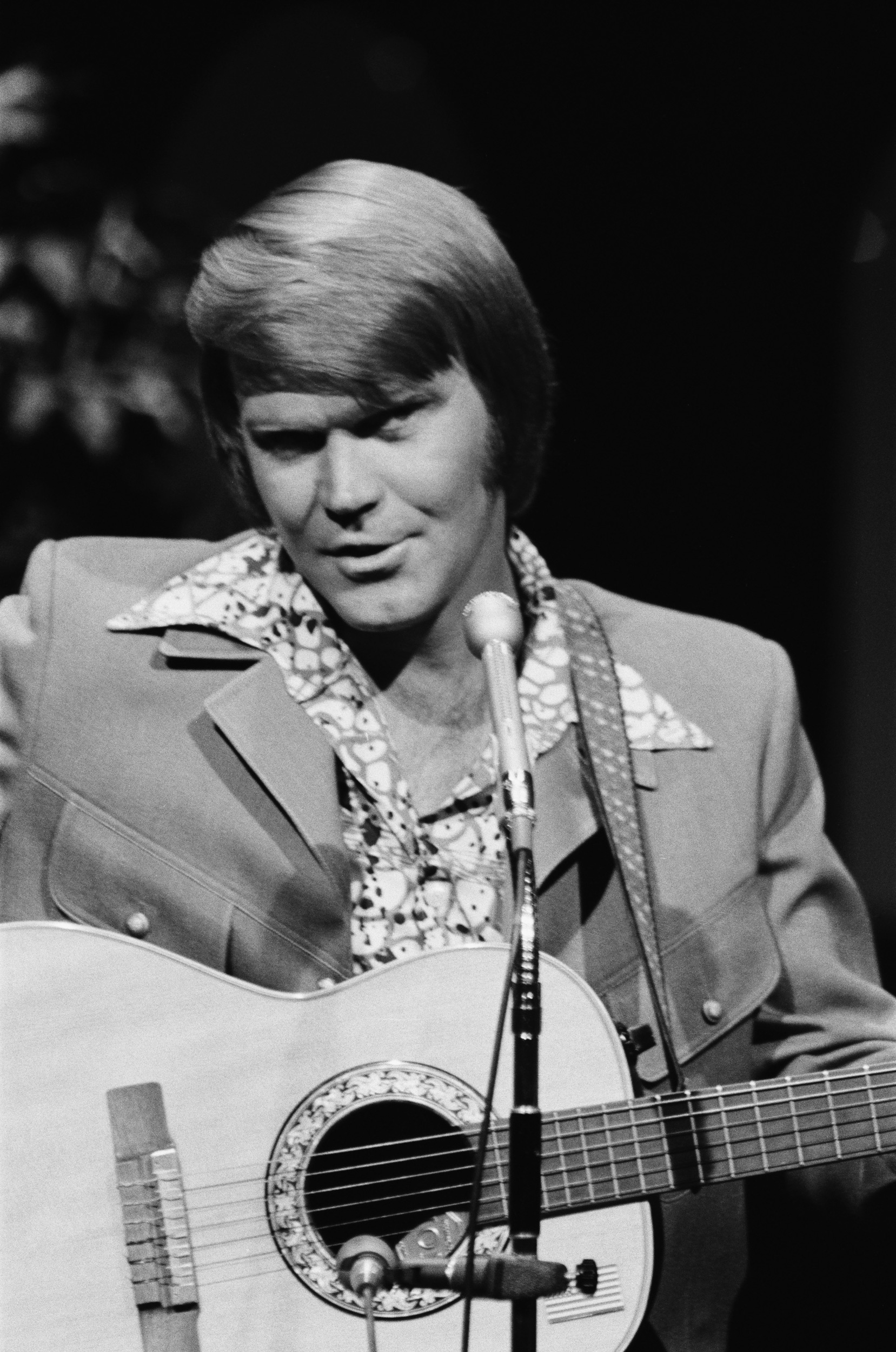 Country legend glen campbell refuses to be silenced by alzheimer s