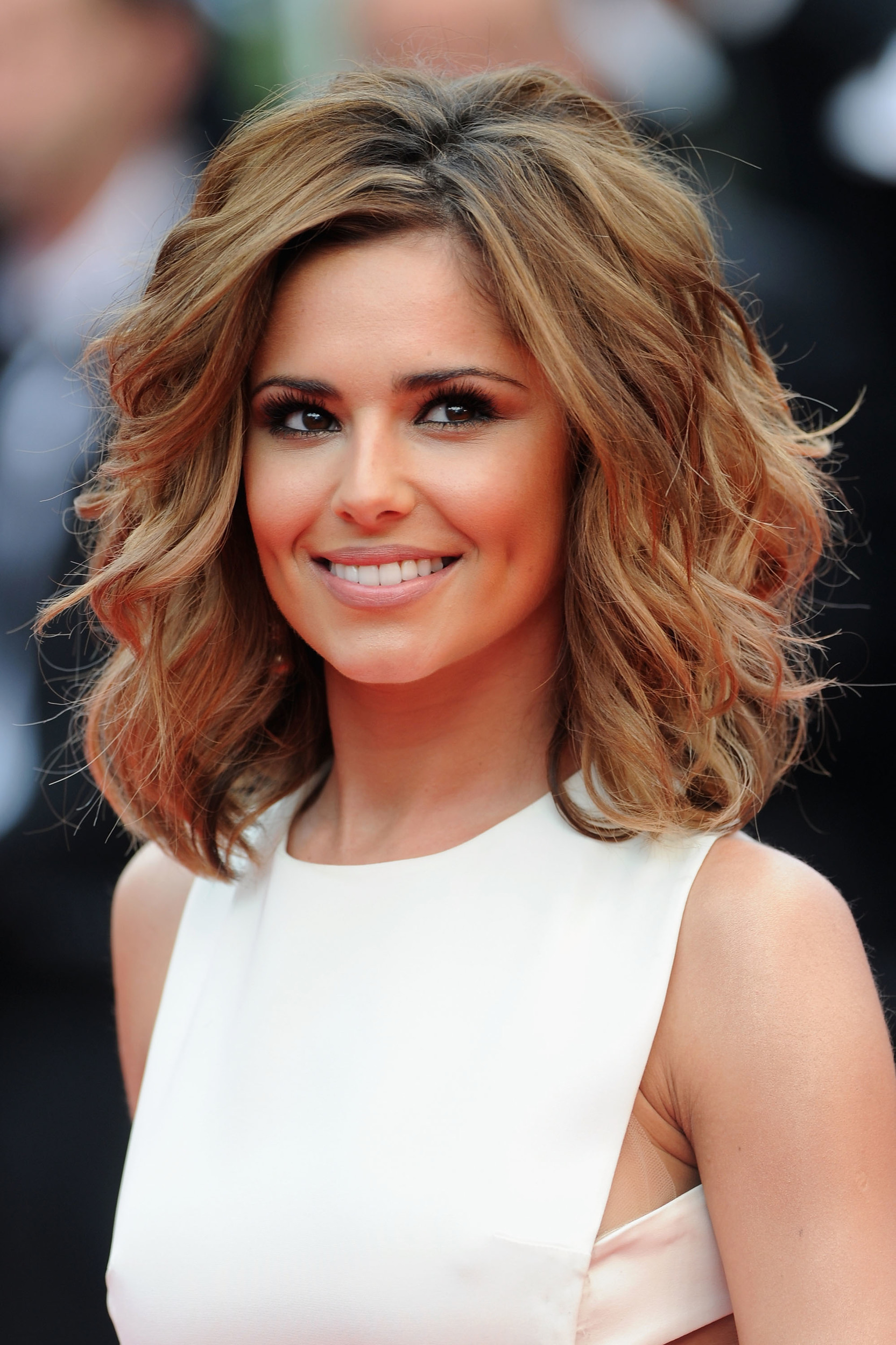 Cheryl Cole works her bob in Cheryl Cole