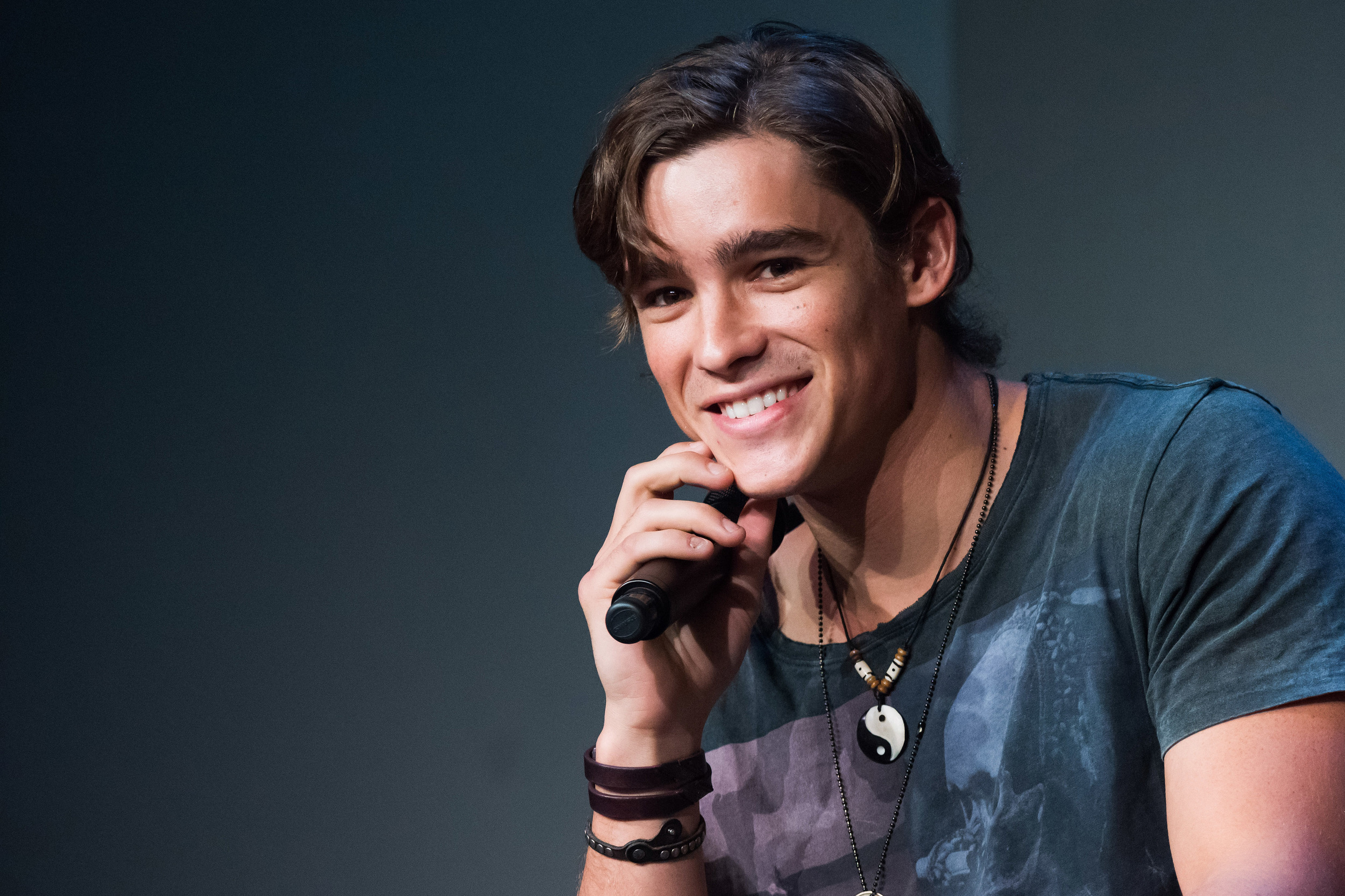 brenton chat Aussie hottie brenton thwaites landed the lead role in the movie adaptation of the ya novel the giver find out more about brenton thwaites in his kidzworld bio.