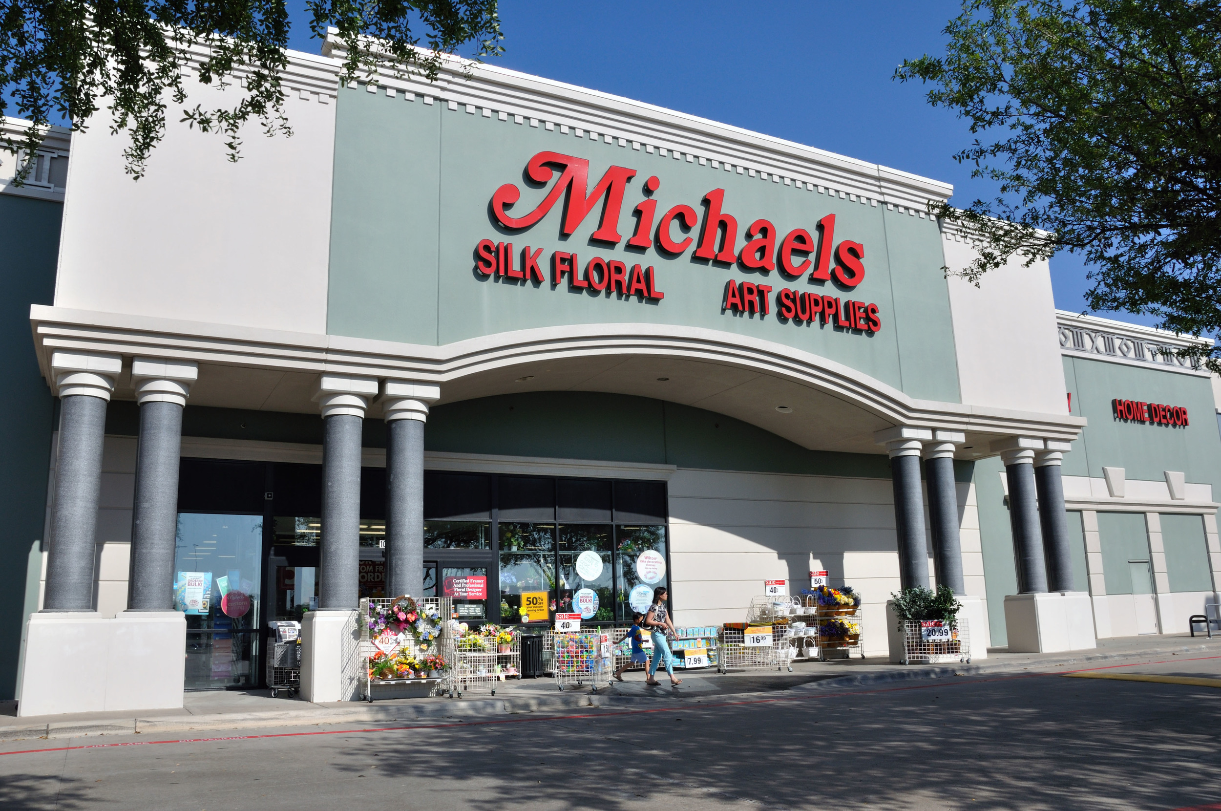 Michaels for Micheals craft store hours