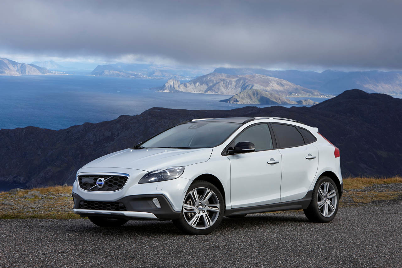 2015 Volvo V40 Cross Country Photo Gallery Autoblog