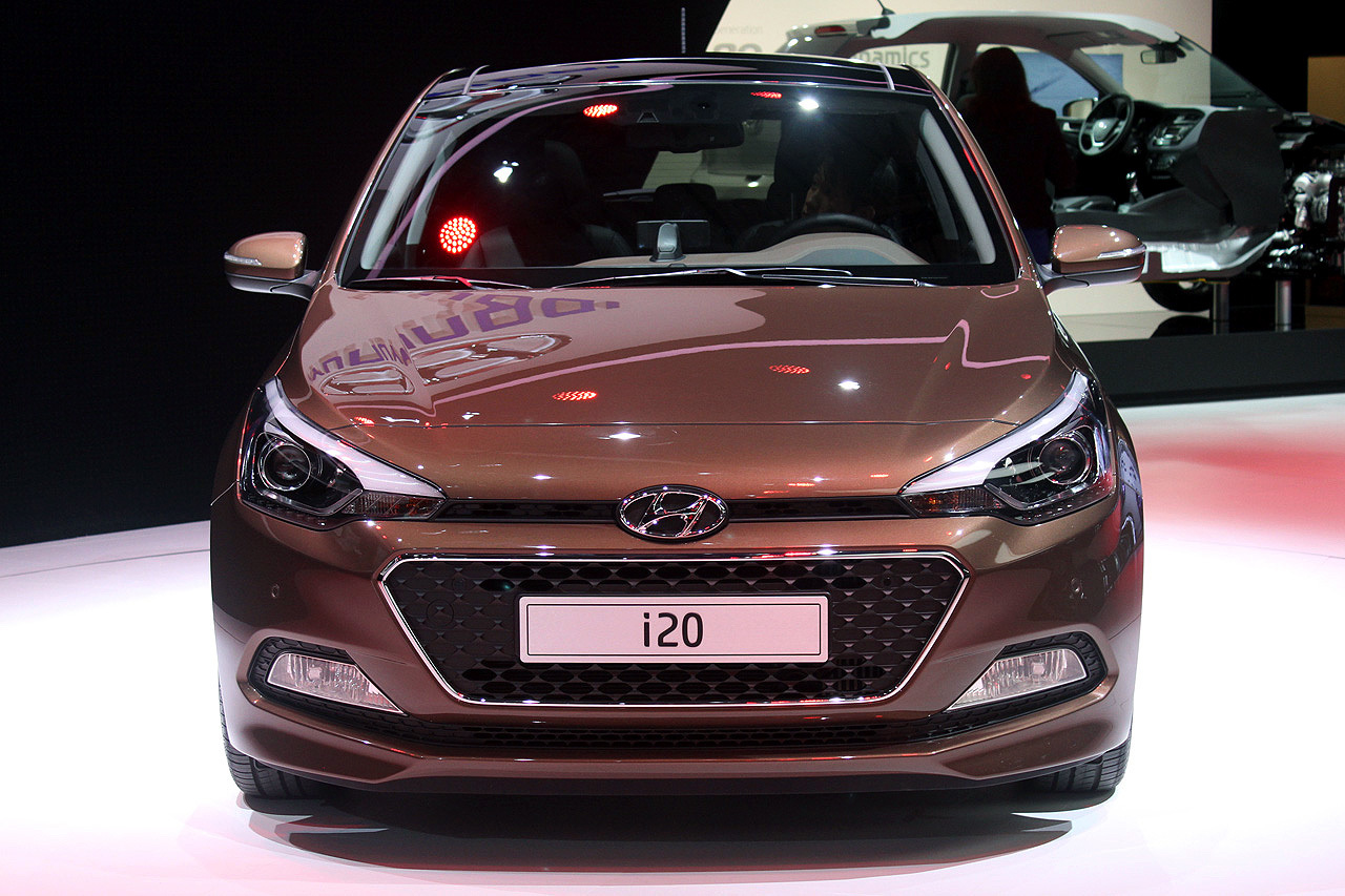 Hyundai I Shows What Brown Can Do For You Localized - Car show floor covering