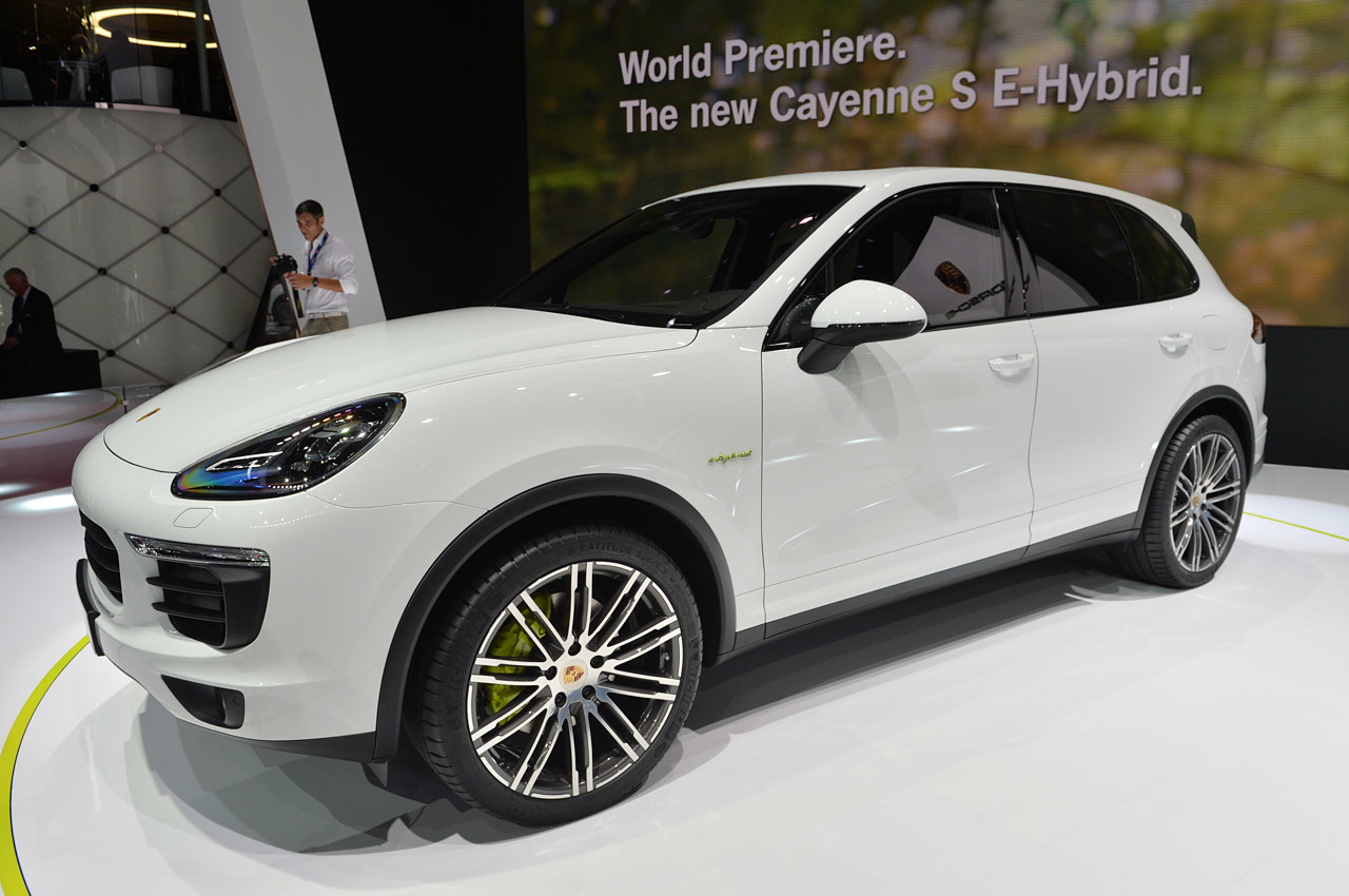 2015 porsche cayenne s e hybrid paris 2014 photo gallery. Black Bedroom Furniture Sets. Home Design Ideas