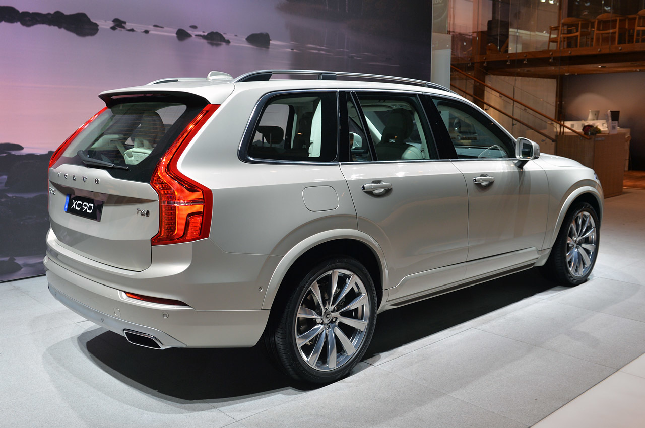 2015 volvo xc90 paris 2014 photo gallery autoblog. Black Bedroom Furniture Sets. Home Design Ideas