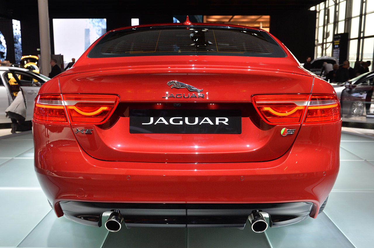 2016 jaguar xe paris 2014 photos autoblog. Black Bedroom Furniture Sets. Home Design Ideas