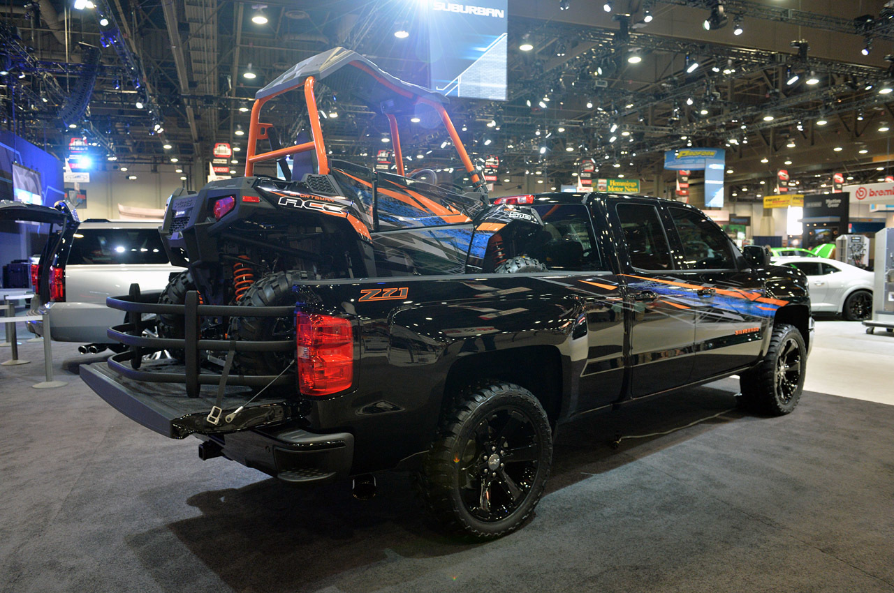 Chevrolet trucks and suv customs sema 2014 photo gallery for Chevrolet interieur