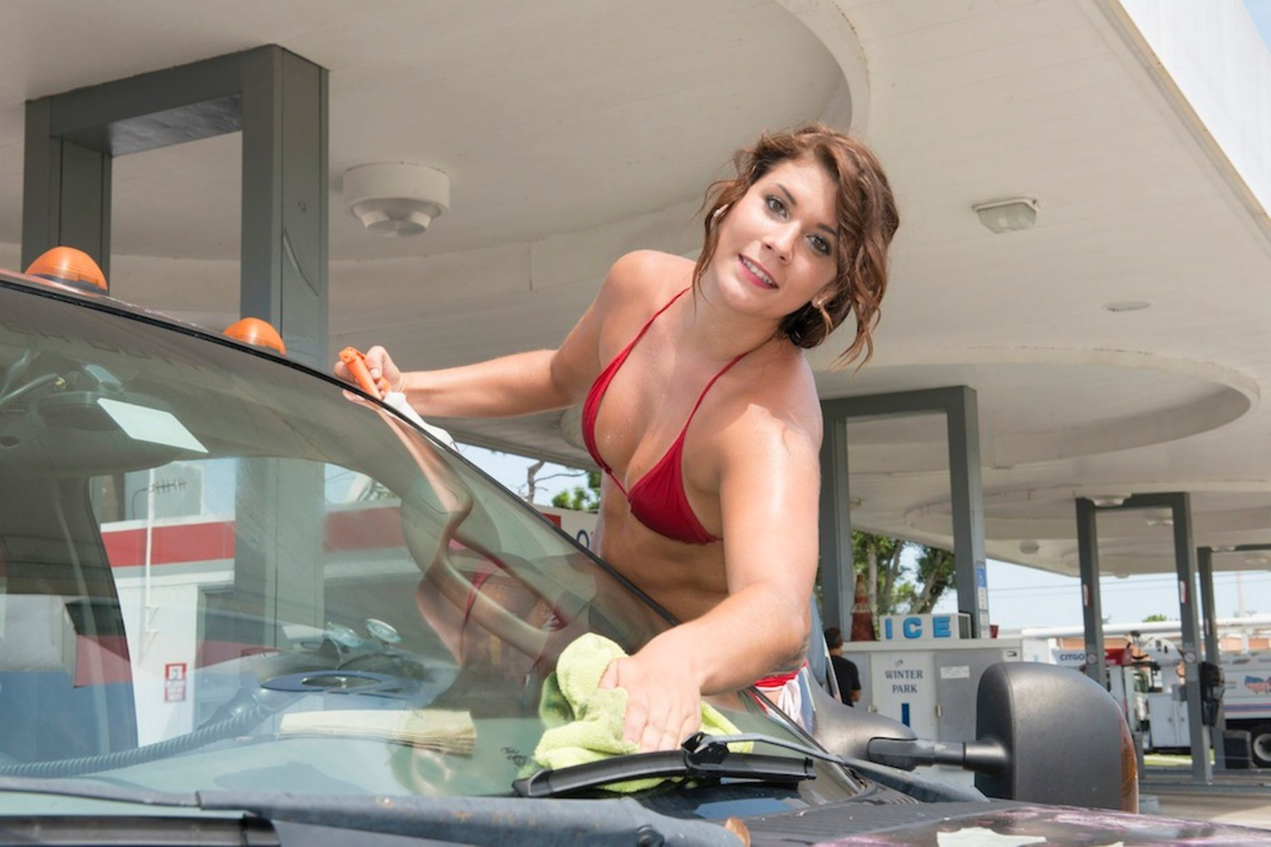 Baywash Sexy Bikini Girl Car Wash Photo Gallery - Autoblog Canada