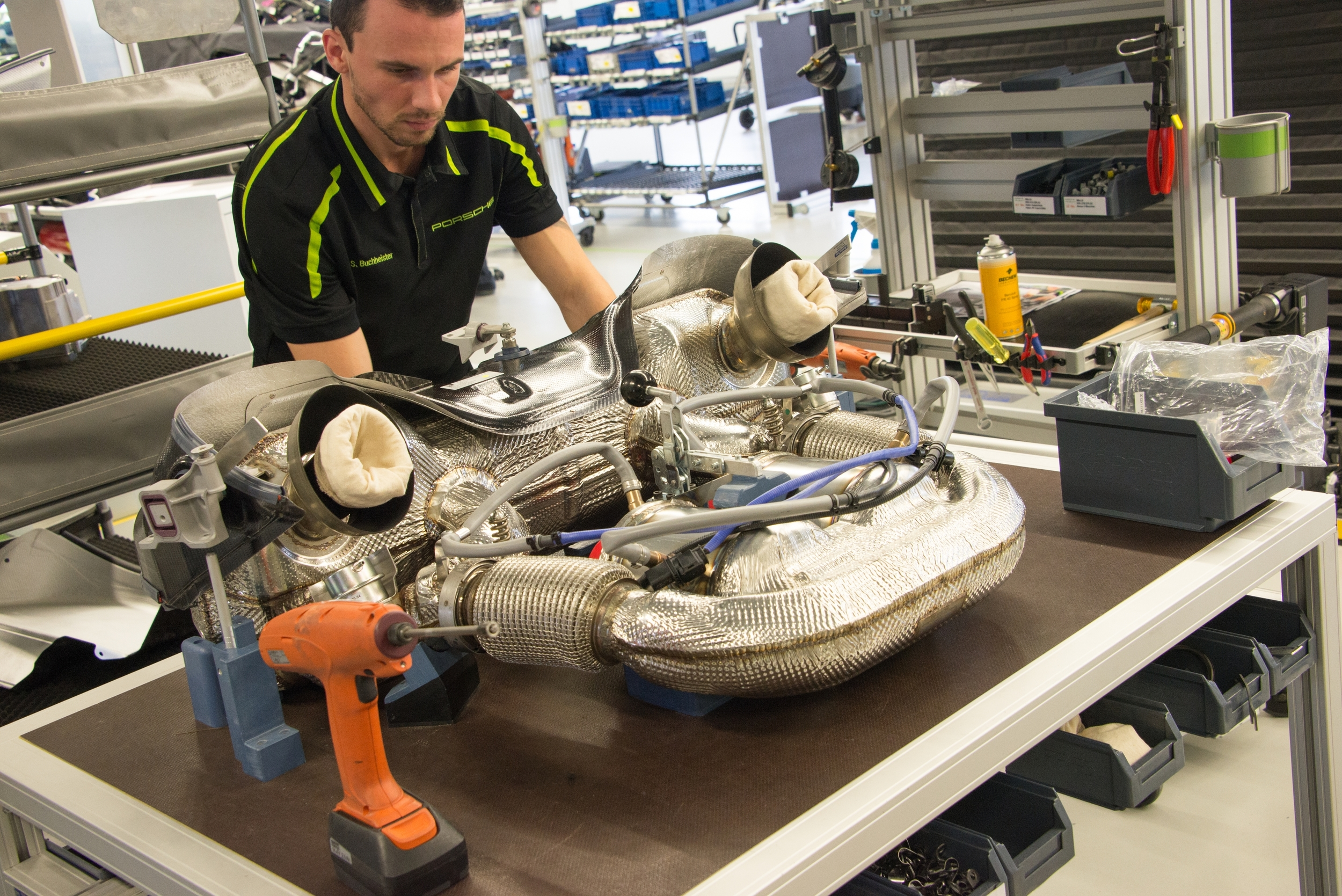 Ever wondered how much bet-at-home open - hamburger tennis verband effort it takes to built a Porsche 918 Spyder ...