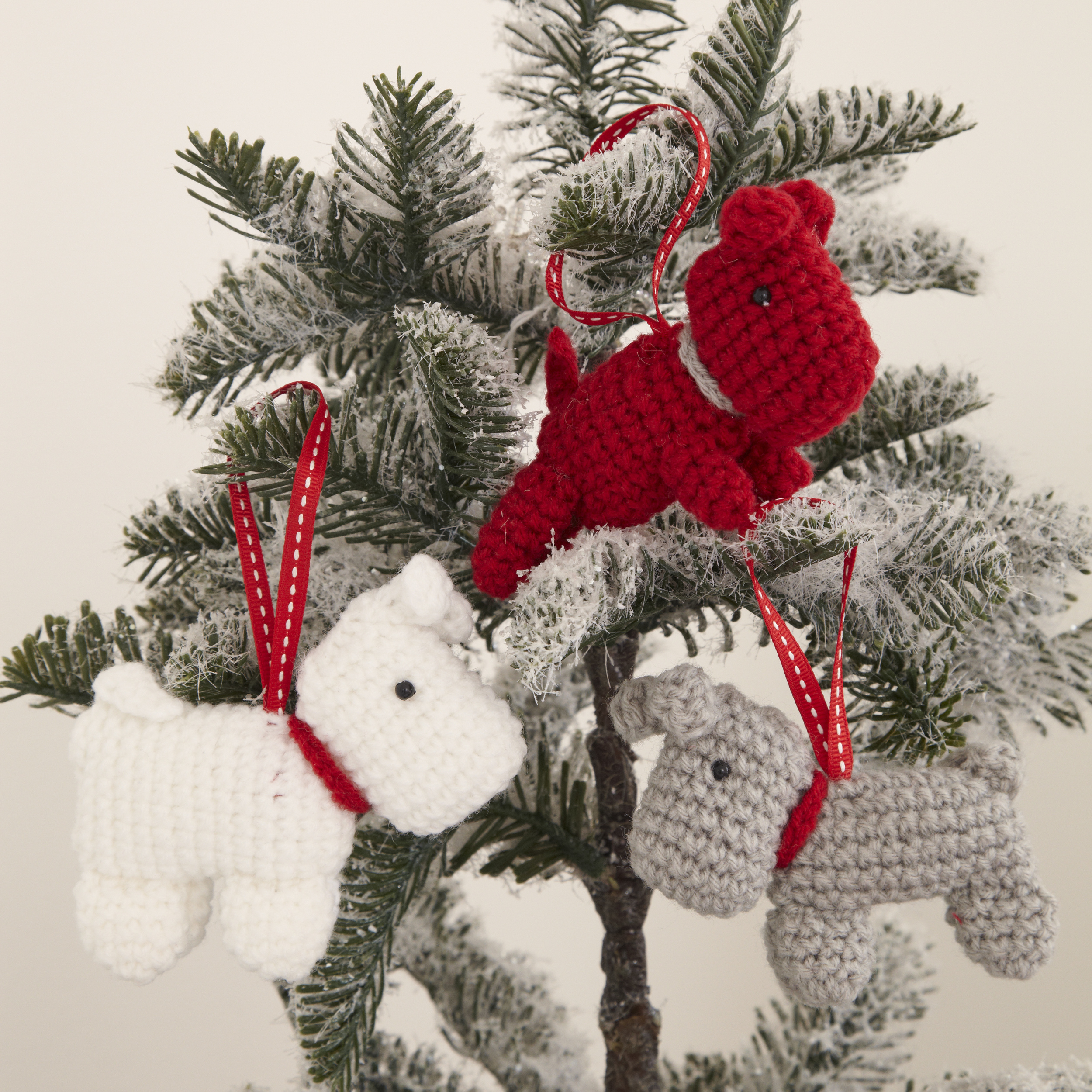 John Lewis Snowman Knitting Pattern : Knitted Christmas decorations are a thing now - MyDaily UK