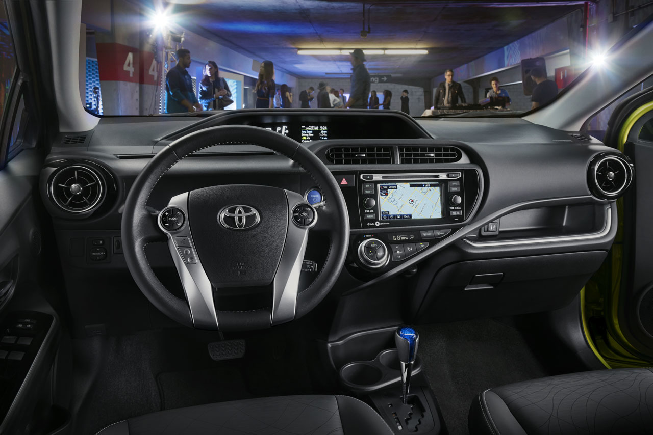 2015 toyota prius c photo gallery autoblog. Black Bedroom Furniture Sets. Home Design Ideas