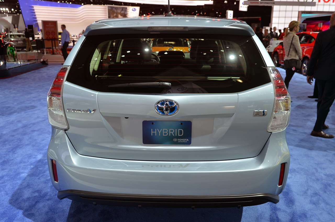 2015 toyota prius v la 2014 photo gallery autoblog. Black Bedroom Furniture Sets. Home Design Ideas