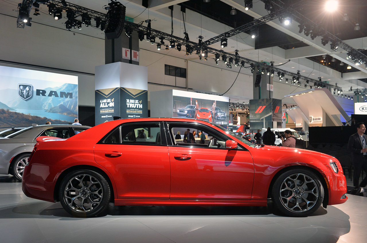 2015 chrysler 300 la 2014 photo gallery autoblog. Black Bedroom Furniture Sets. Home Design Ideas