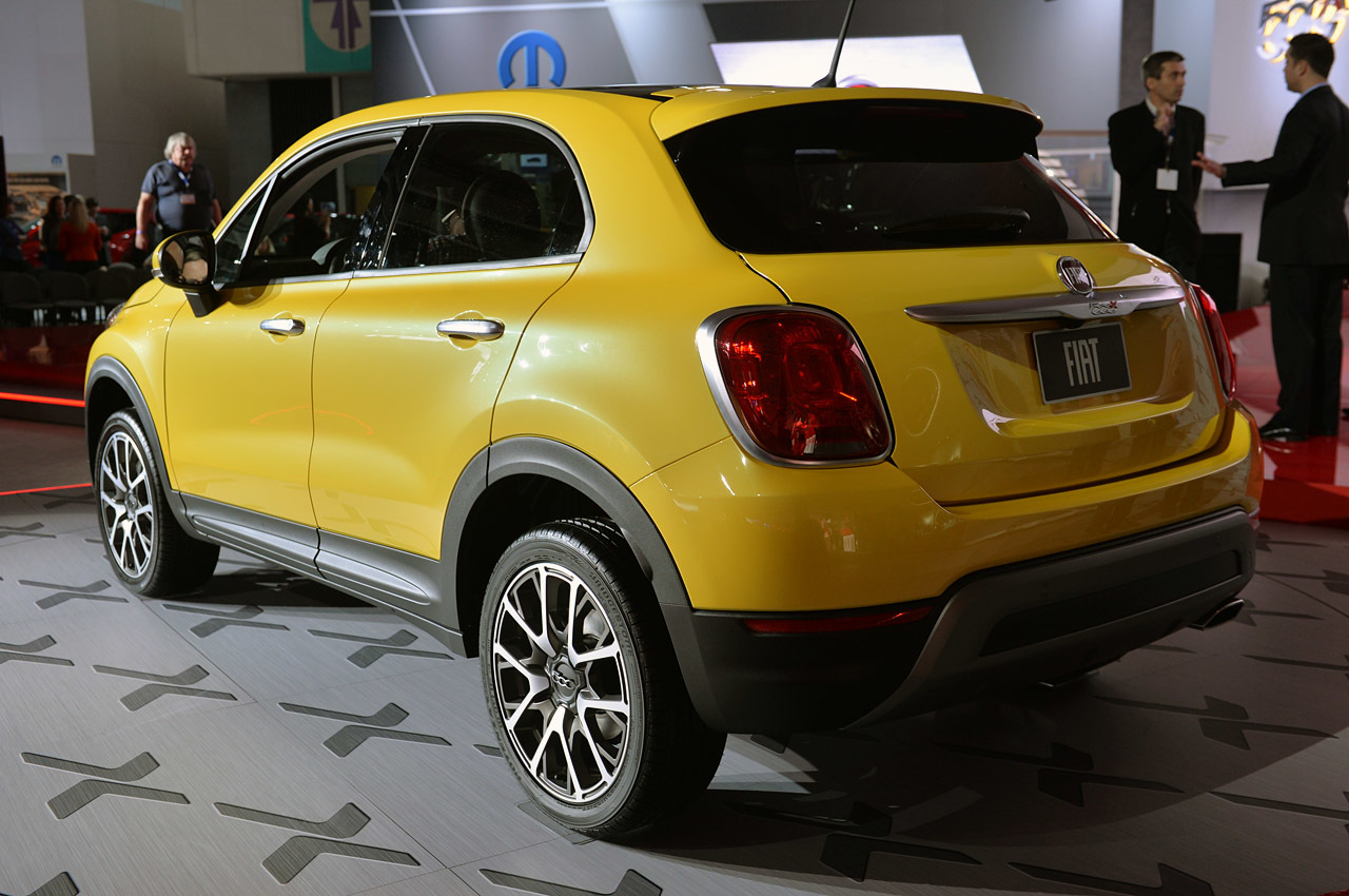 2015 fiat 500x la 2014 photo gallery autoblog. Black Bedroom Furniture Sets. Home Design Ideas