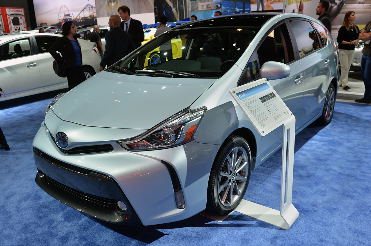 2015 toyota prius v la 2014 photos autoblog. Black Bedroom Furniture Sets. Home Design Ideas