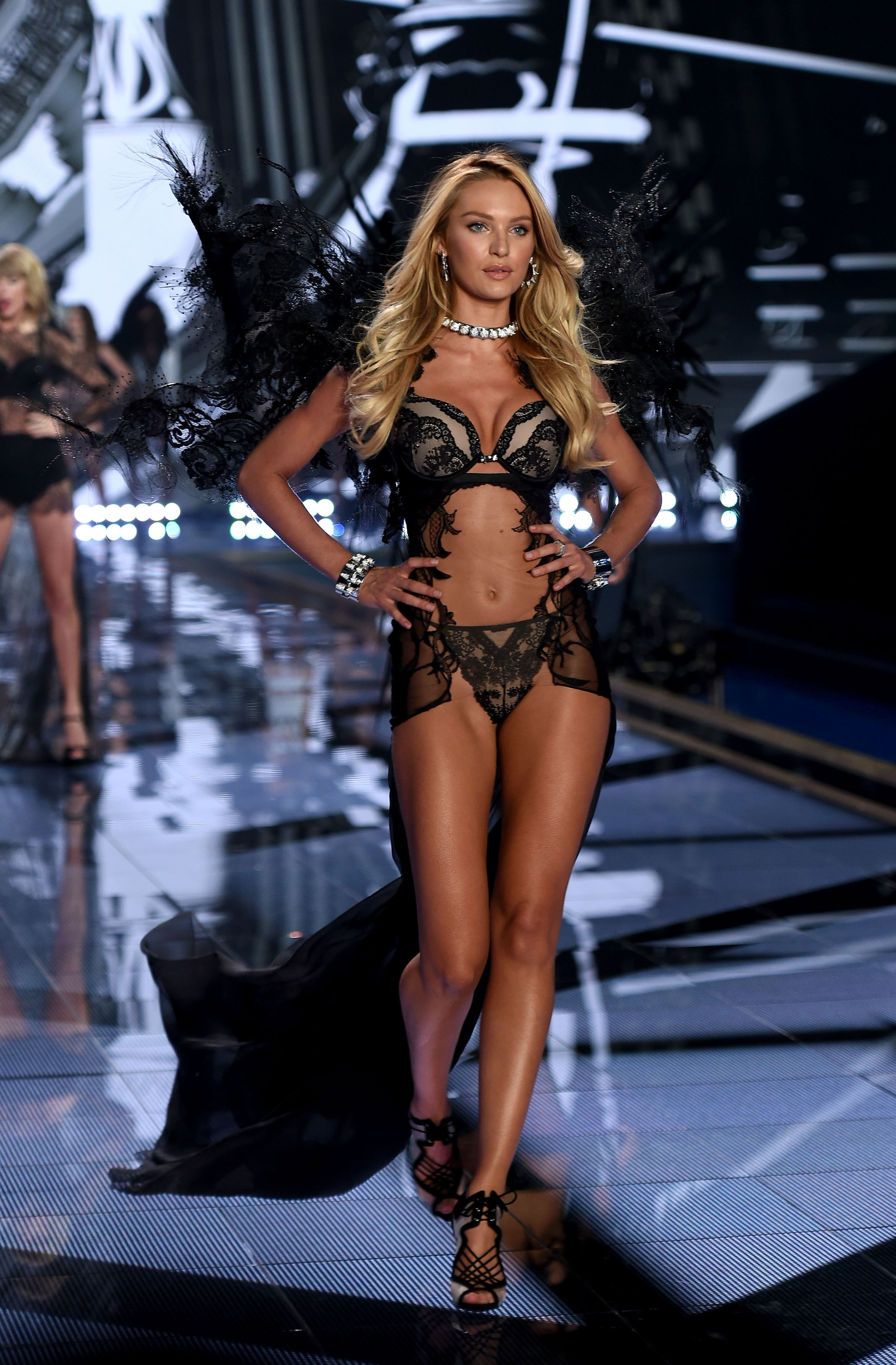 2014 Victoria's Secret Fashion Show Taylor Swift Style Swanepoel and Taylor Swift