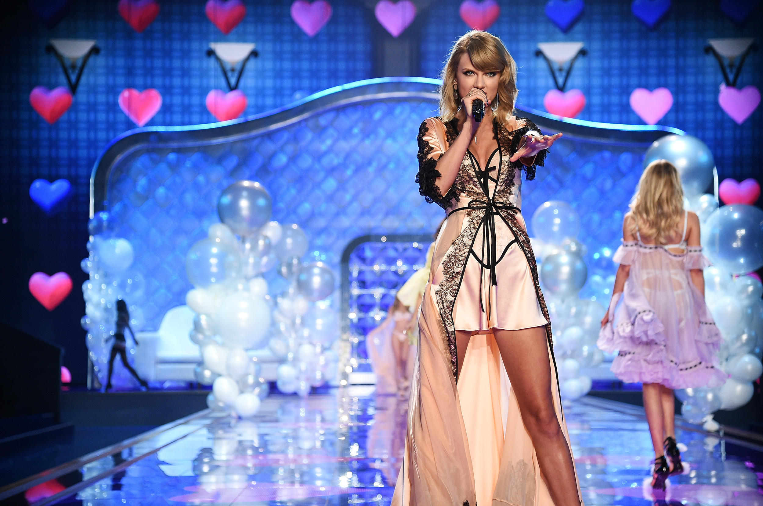Victoria's Secret Fashion Show Music 2014 Taylor Balloons Hearts and