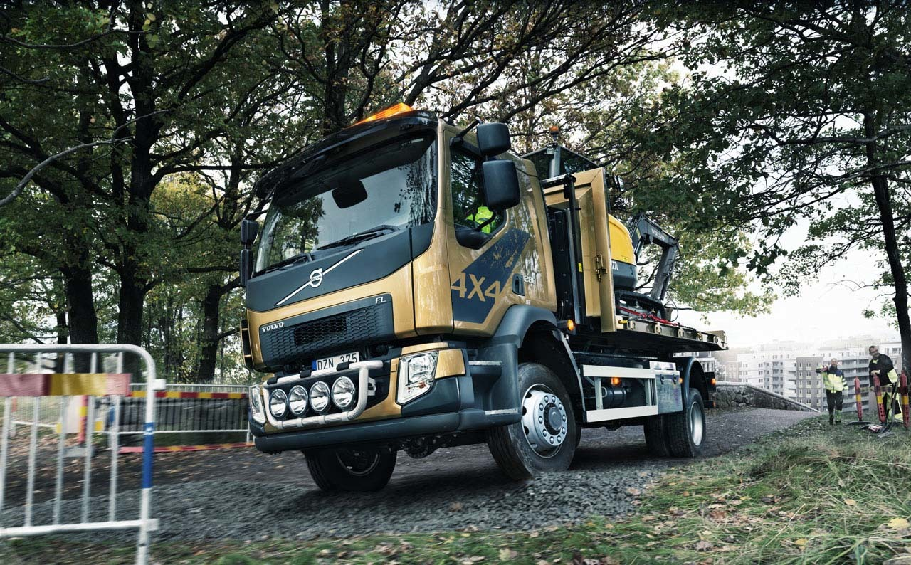 volvo trucks fl 4x4 photo gallery autoblog. Black Bedroom Furniture Sets. Home Design Ideas