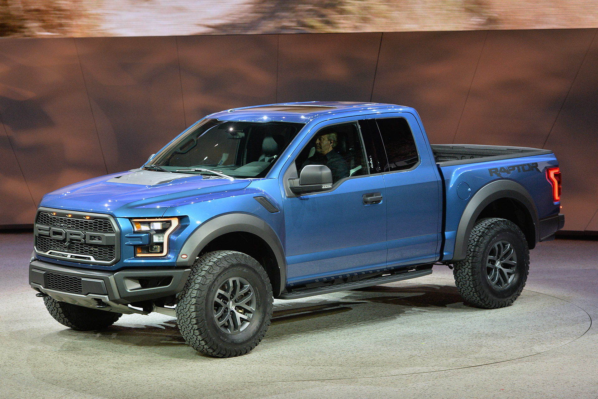 2017 ford f 150 raptor detroit 2015 photo gallery autoblog. Black Bedroom Furniture Sets. Home Design Ideas