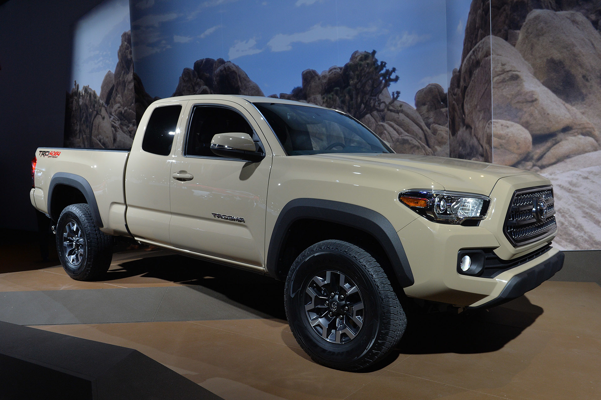 2016 toyota tacoma detroit 2015 photo gallery autoblog. Black Bedroom Furniture Sets. Home Design Ideas