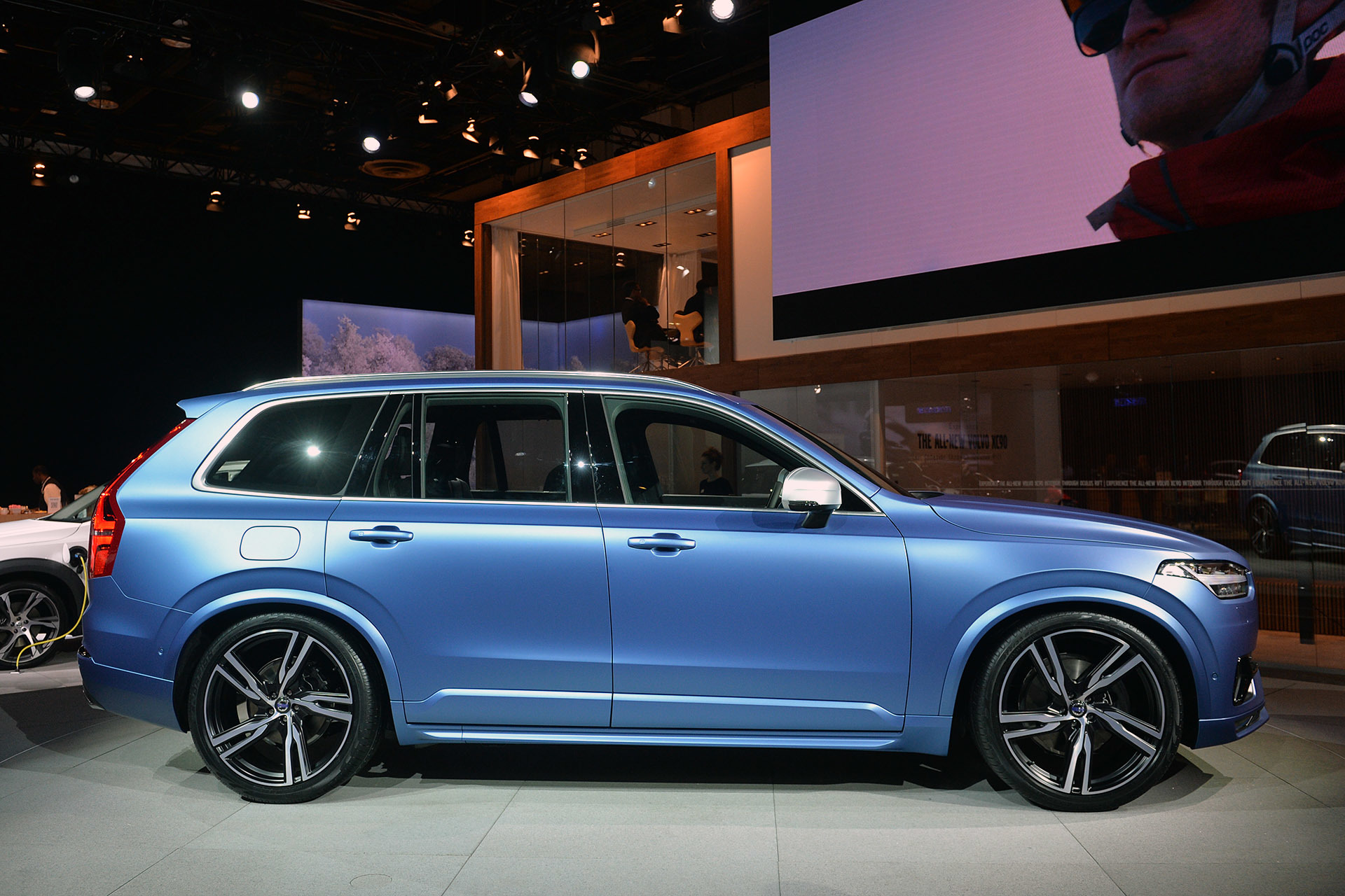 2015 volvo xc90 r design detroit 2015 photo gallery autoblog. Black Bedroom Furniture Sets. Home Design Ideas