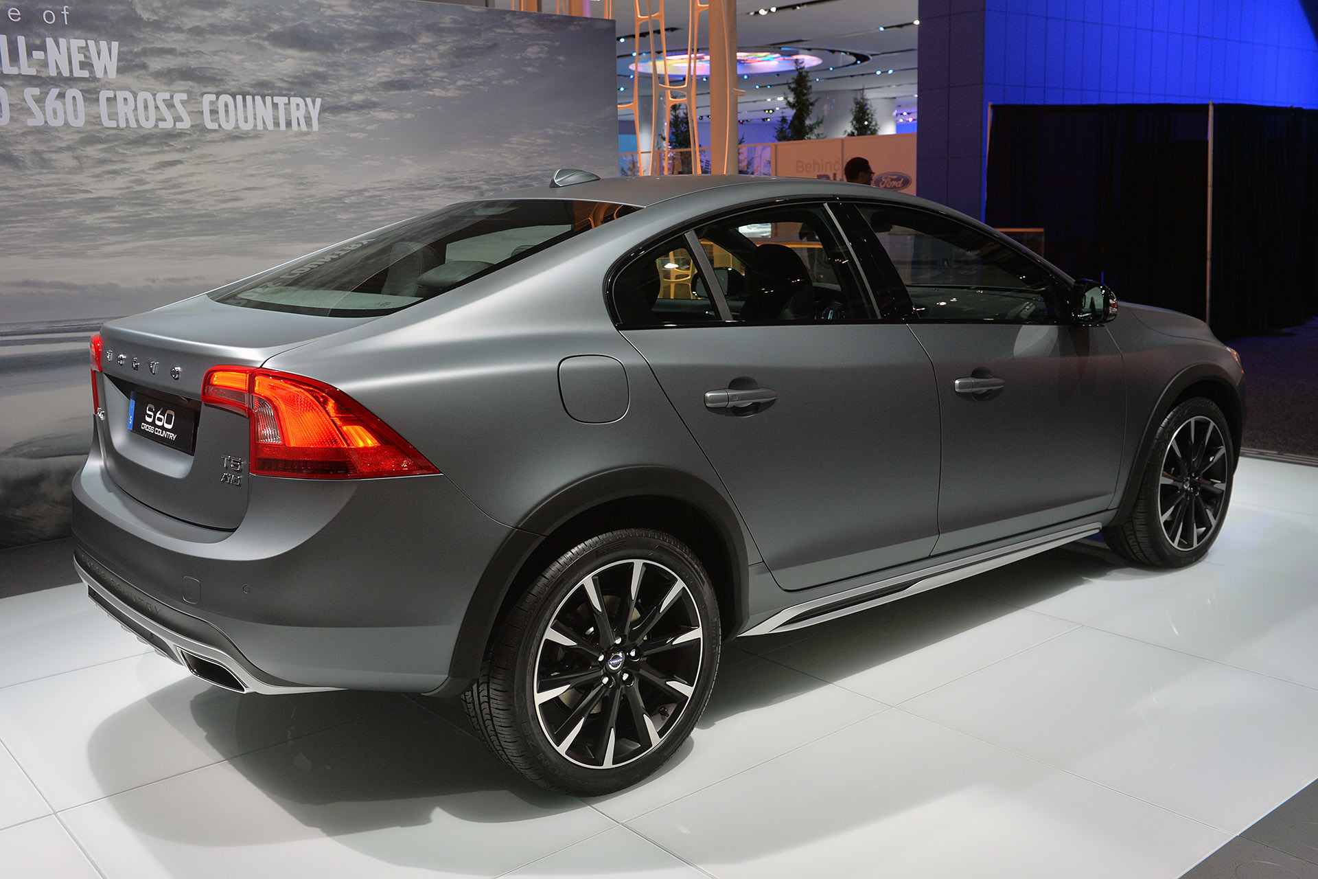 2015 volvo s60 cross country detroit 2015 photo gallery autoblog. Black Bedroom Furniture Sets. Home Design Ideas