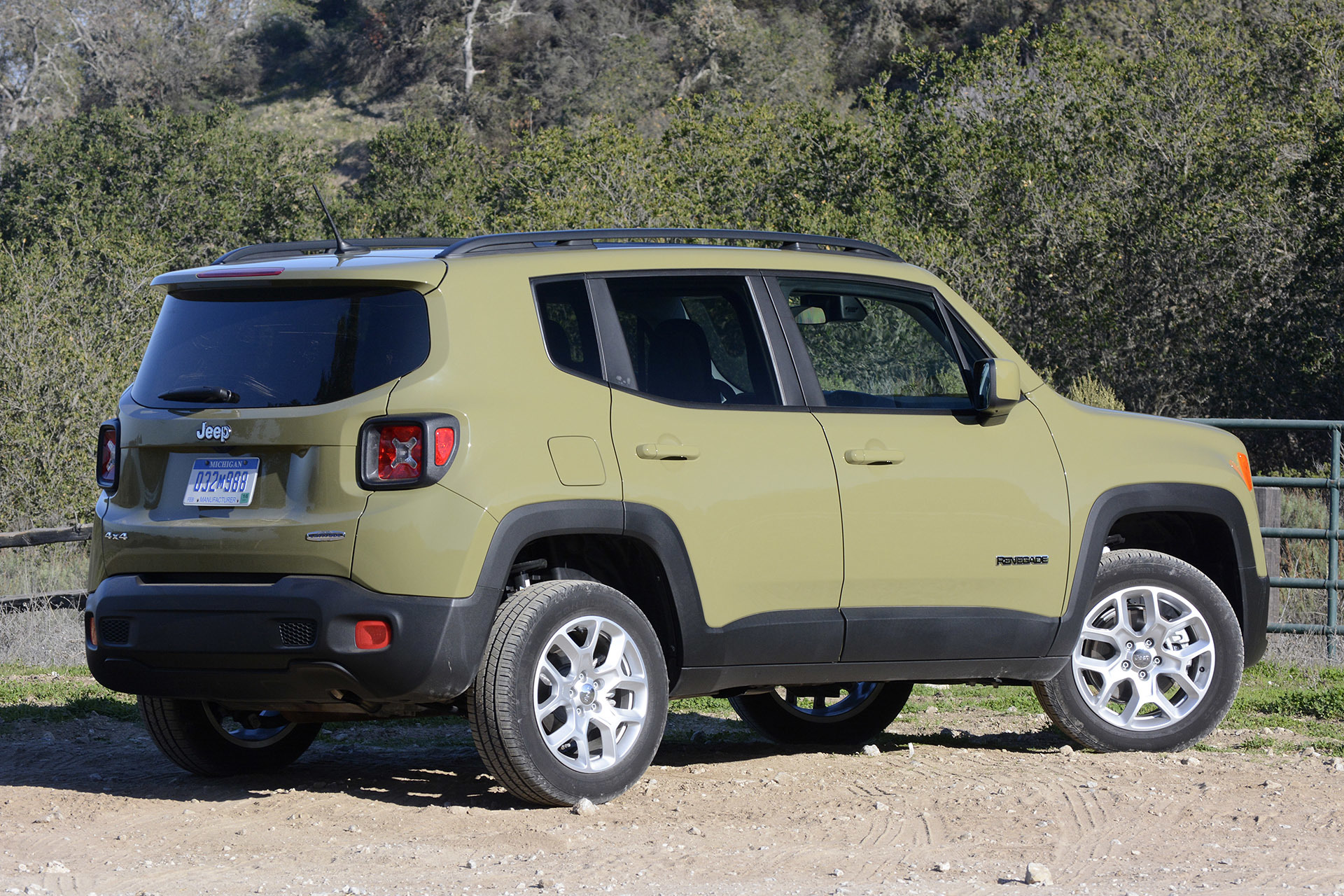 2015 jeep renegade first drive photo gallery autoblog. Black Bedroom Furniture Sets. Home Design Ideas