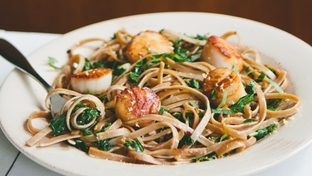 Seared Scallops with Pasta and Kale