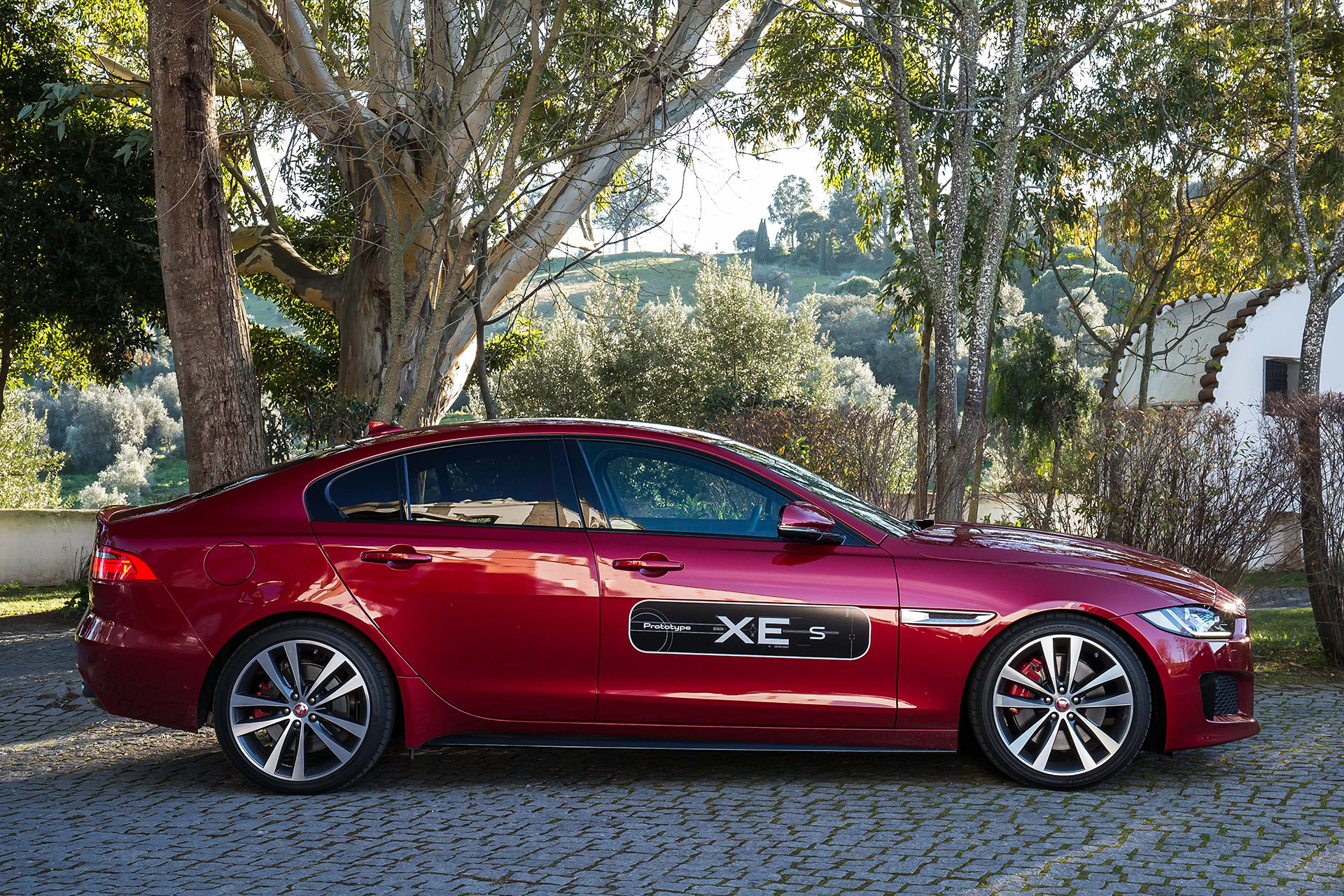 2017 jaguar xe first drive photo gallery autoblog. Black Bedroom Furniture Sets. Home Design Ideas