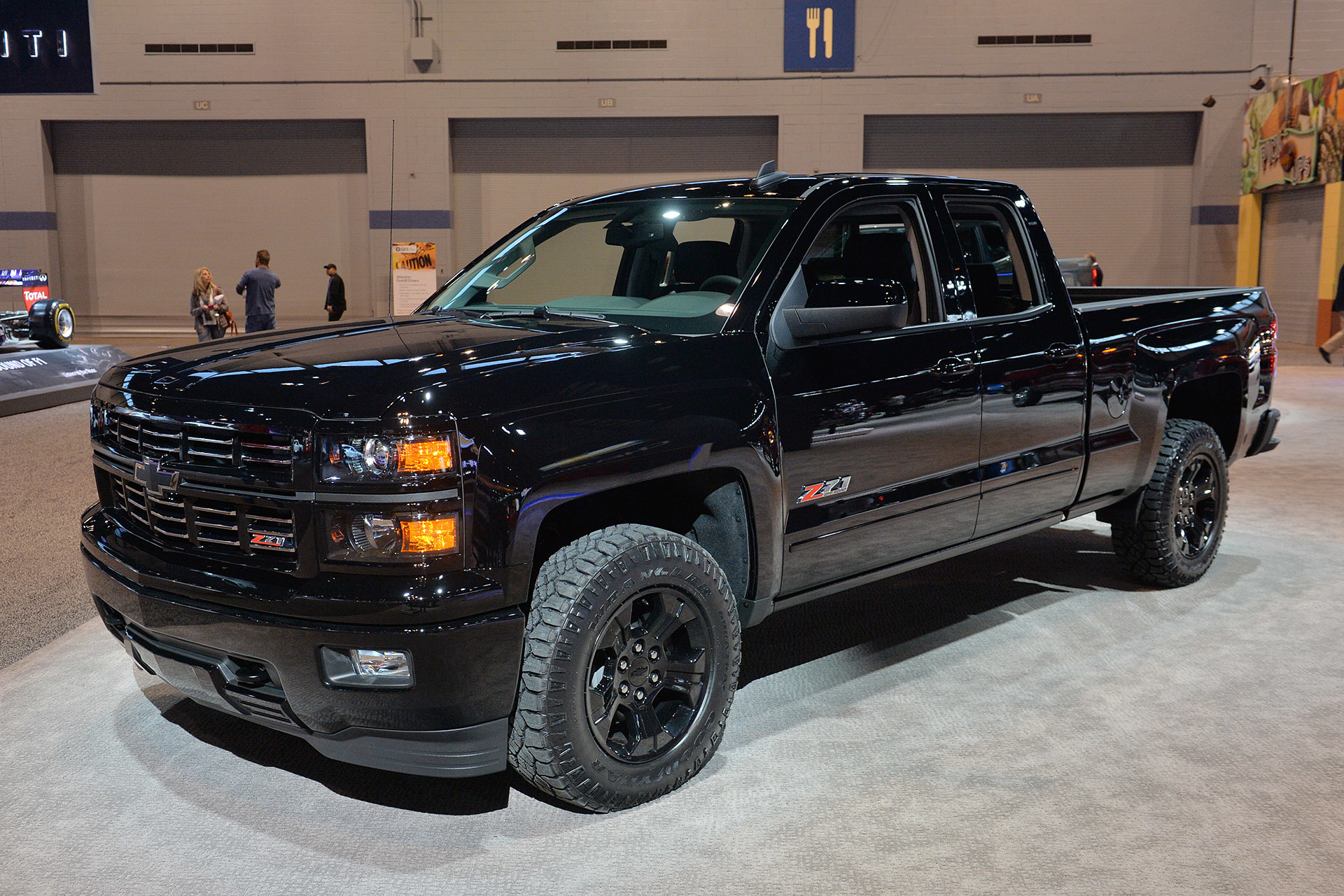 2015 chevrolet silverado midnight edition chicago 2015 photo gallery autoblog. Black Bedroom Furniture Sets. Home Design Ideas