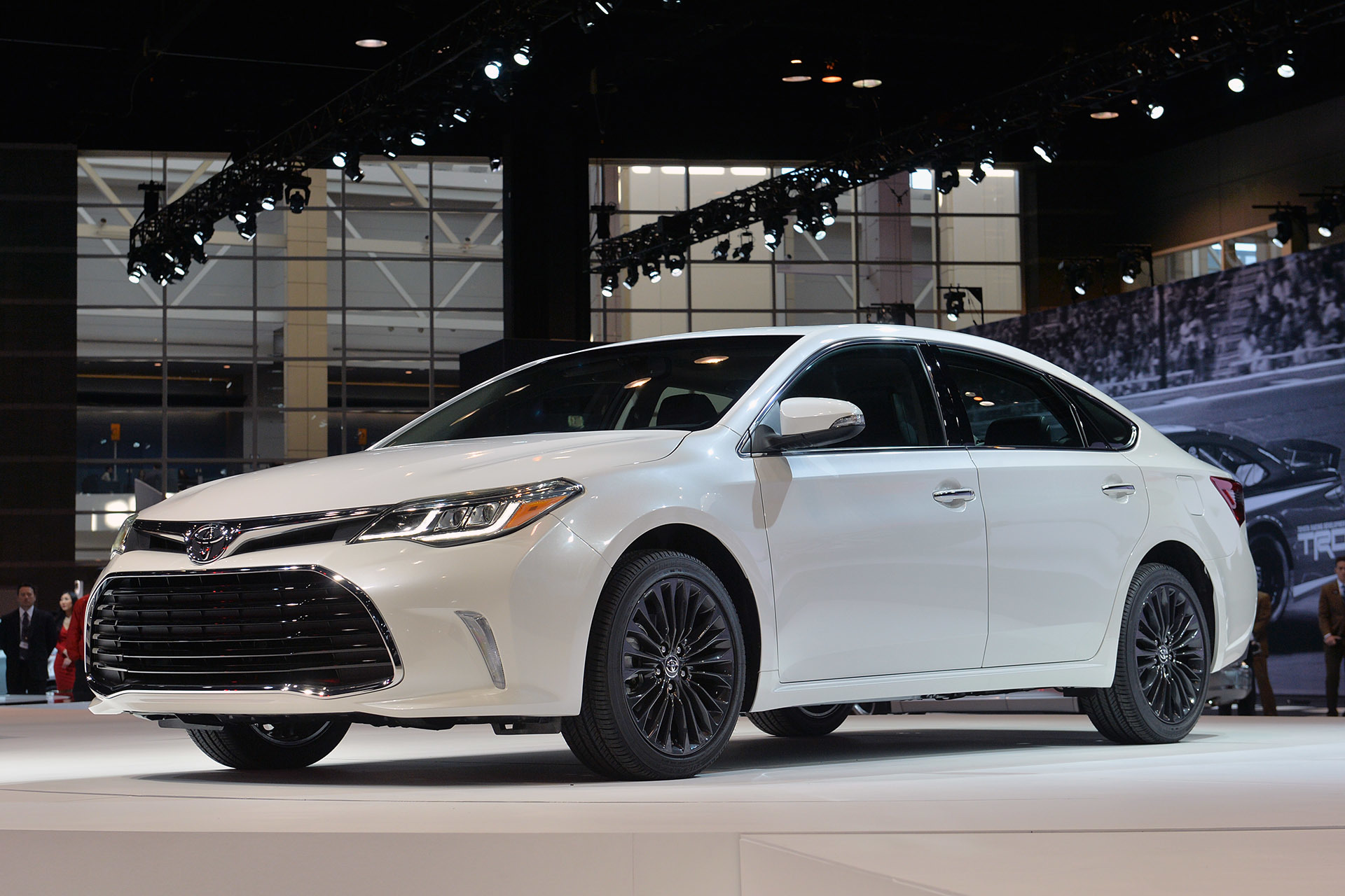 2016 toyota avalon chicago 2015 photo gallery autoblog. Black Bedroom Furniture Sets. Home Design Ideas