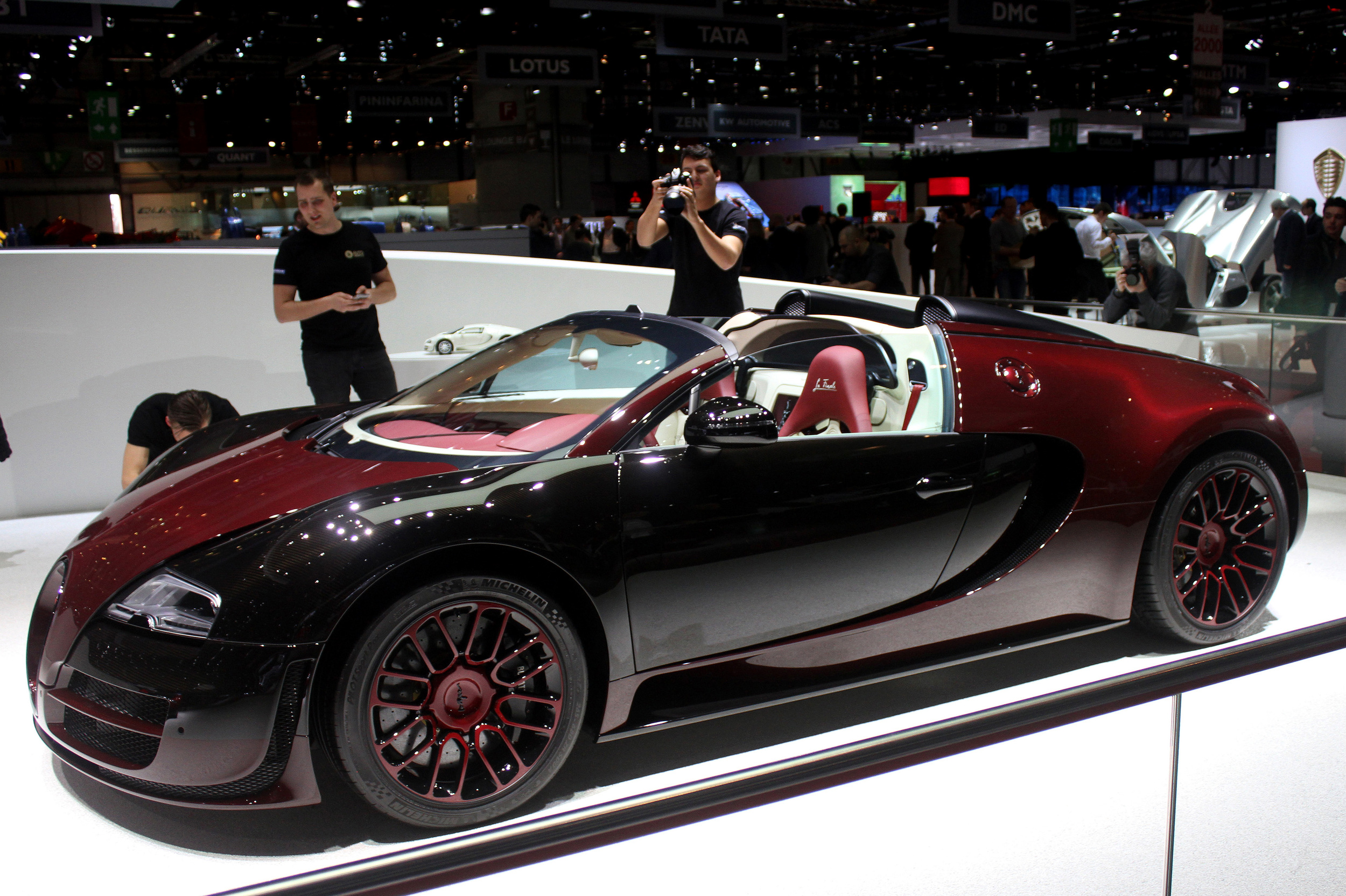bugatti veyron grand sport vitesse la finale geneva 2015 photo gallery autoblog. Black Bedroom Furniture Sets. Home Design Ideas