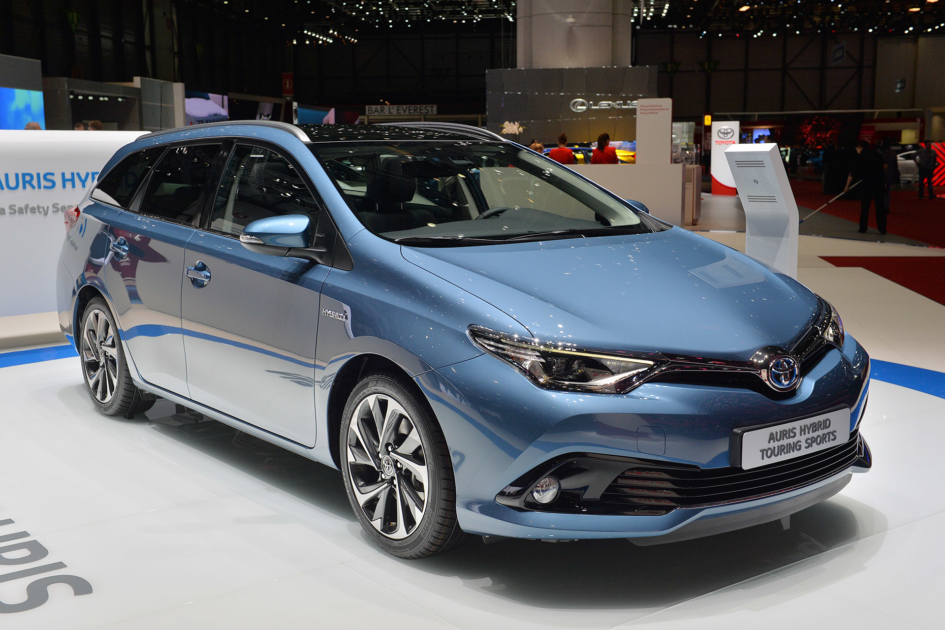 2015 Toyota Auris Hybrid: Geneva 2015 Photo Gallery - Autoblog