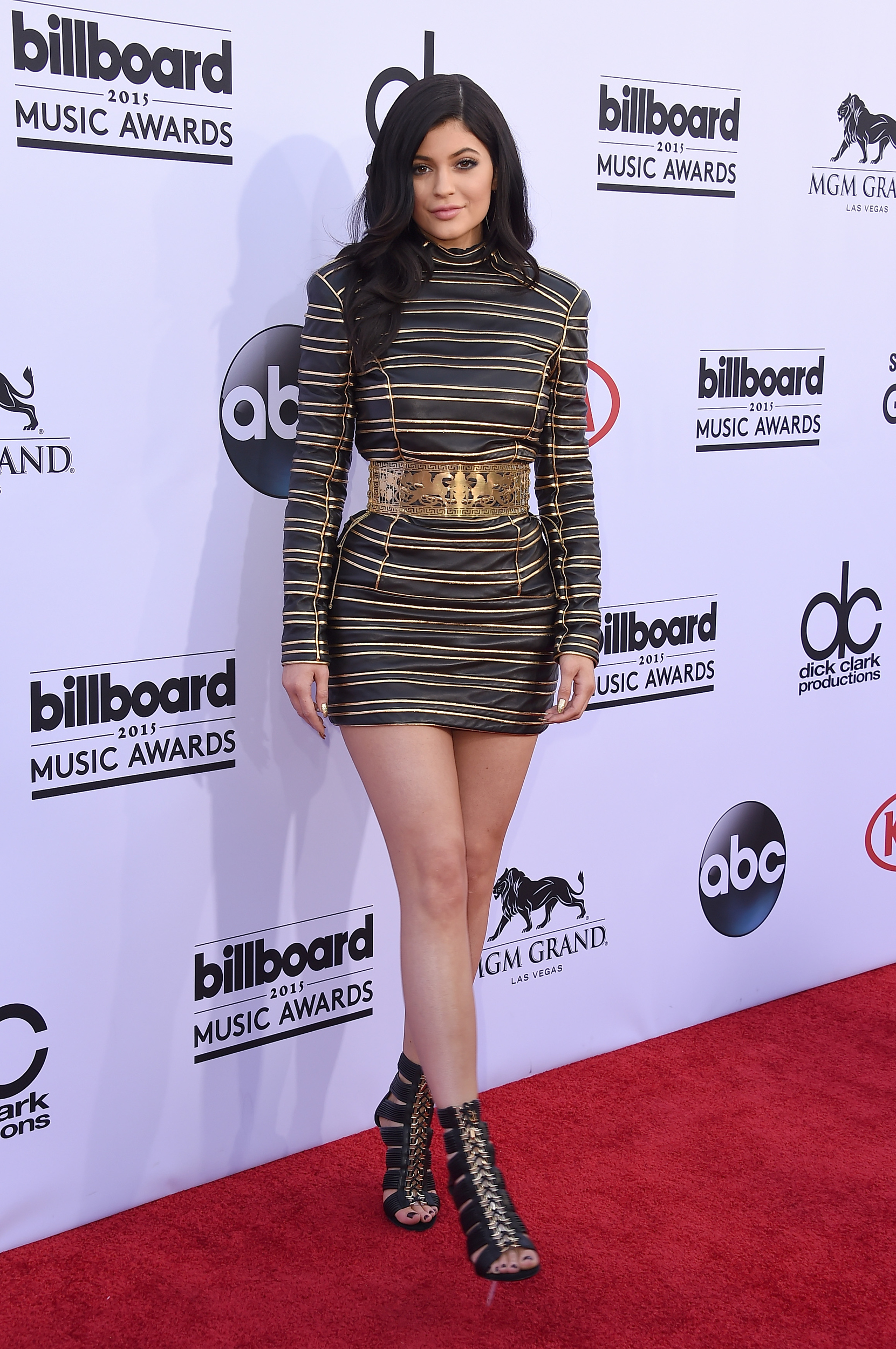 Kendall And Kylie Jenner Get Booed At Billboard Music