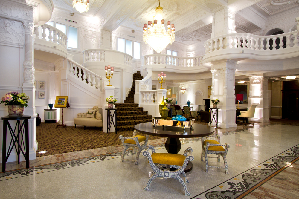 World 39 s most amazing hotel lobbies aol travel uk for Amazing luxury hotels