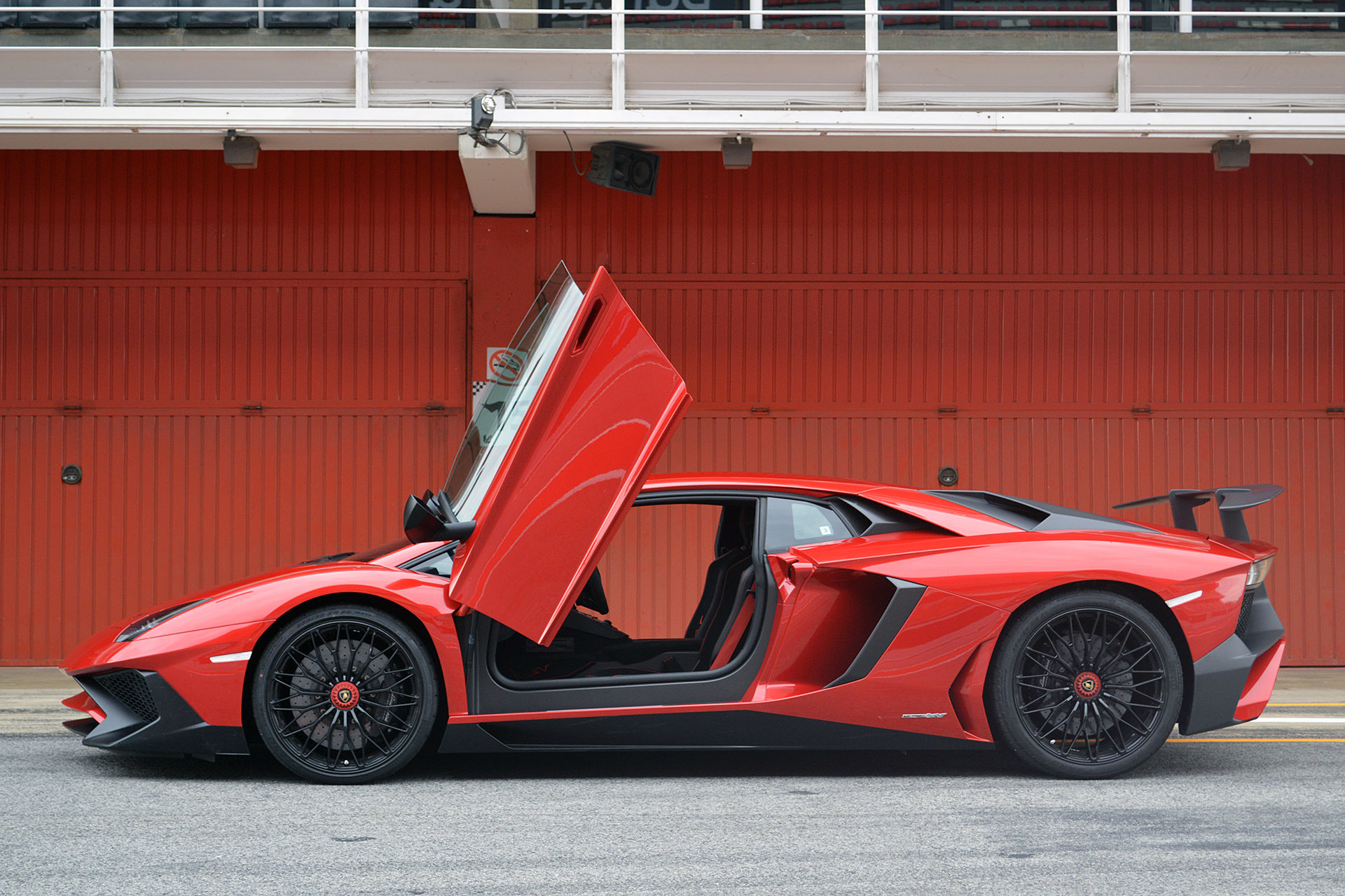 2016 Lamborghini Aventador Lp 750 4 Superveloce First Drive Photo