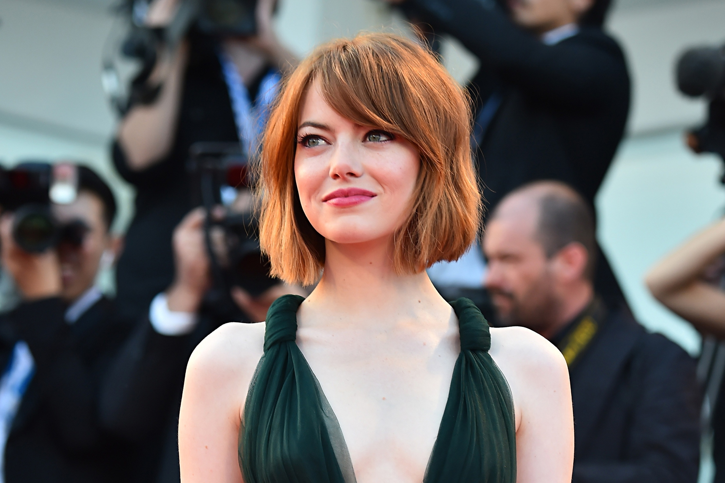 emma stone facts 13 things you probably don 39 t know about the 39 aloha 39 star the moviefone blog. Black Bedroom Furniture Sets. Home Design Ideas